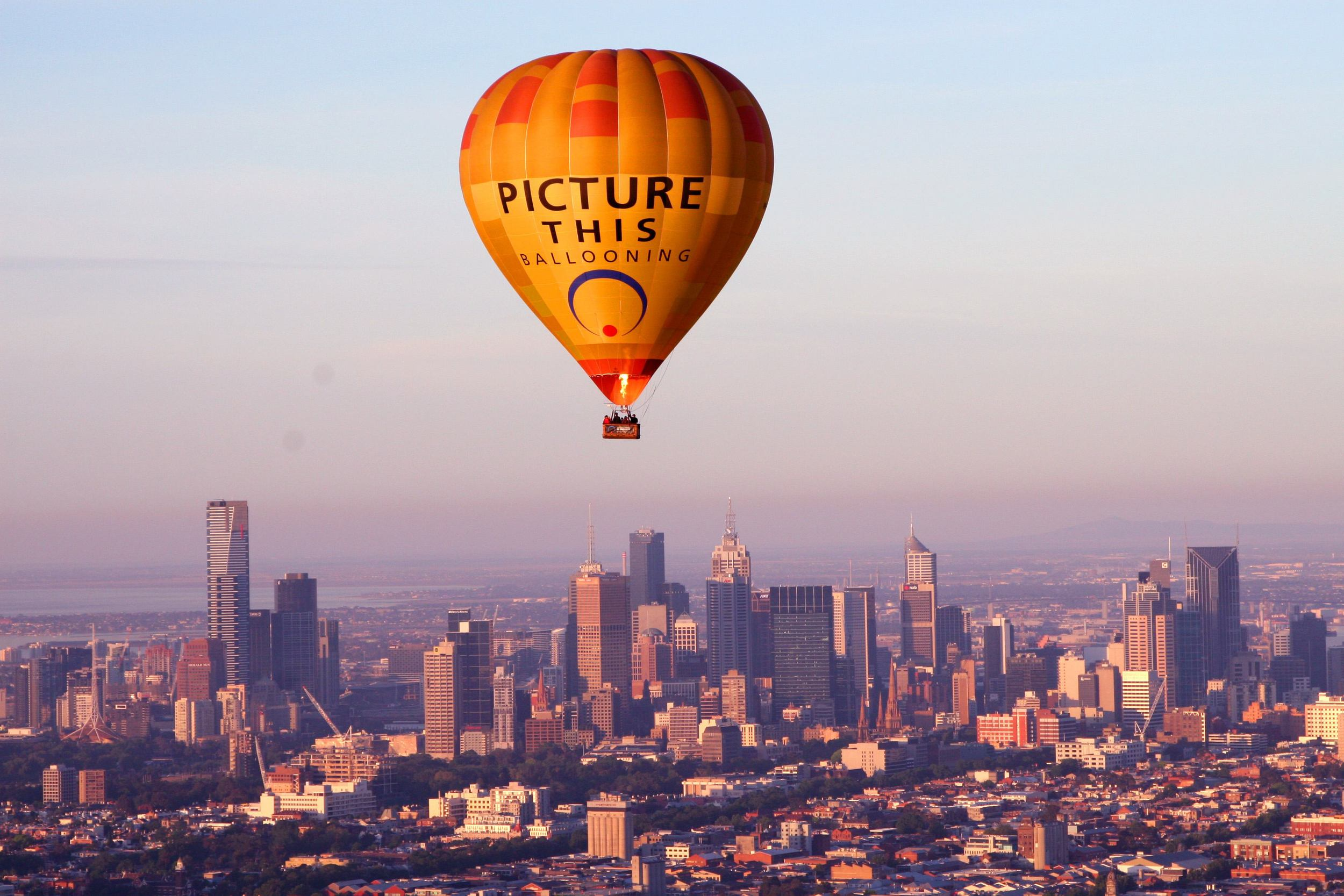 Balloon over Melbourne.JPG