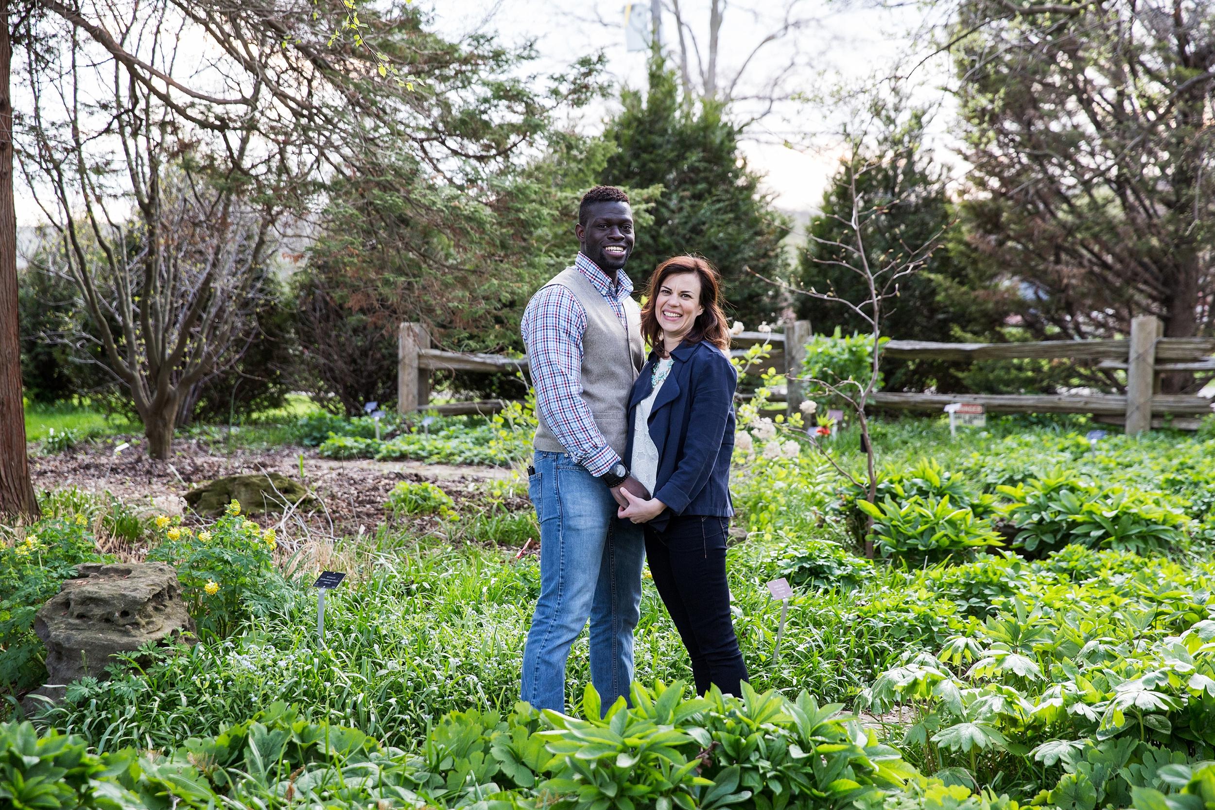 niagarafallsbotanical gardens-engagement_0025.jpg