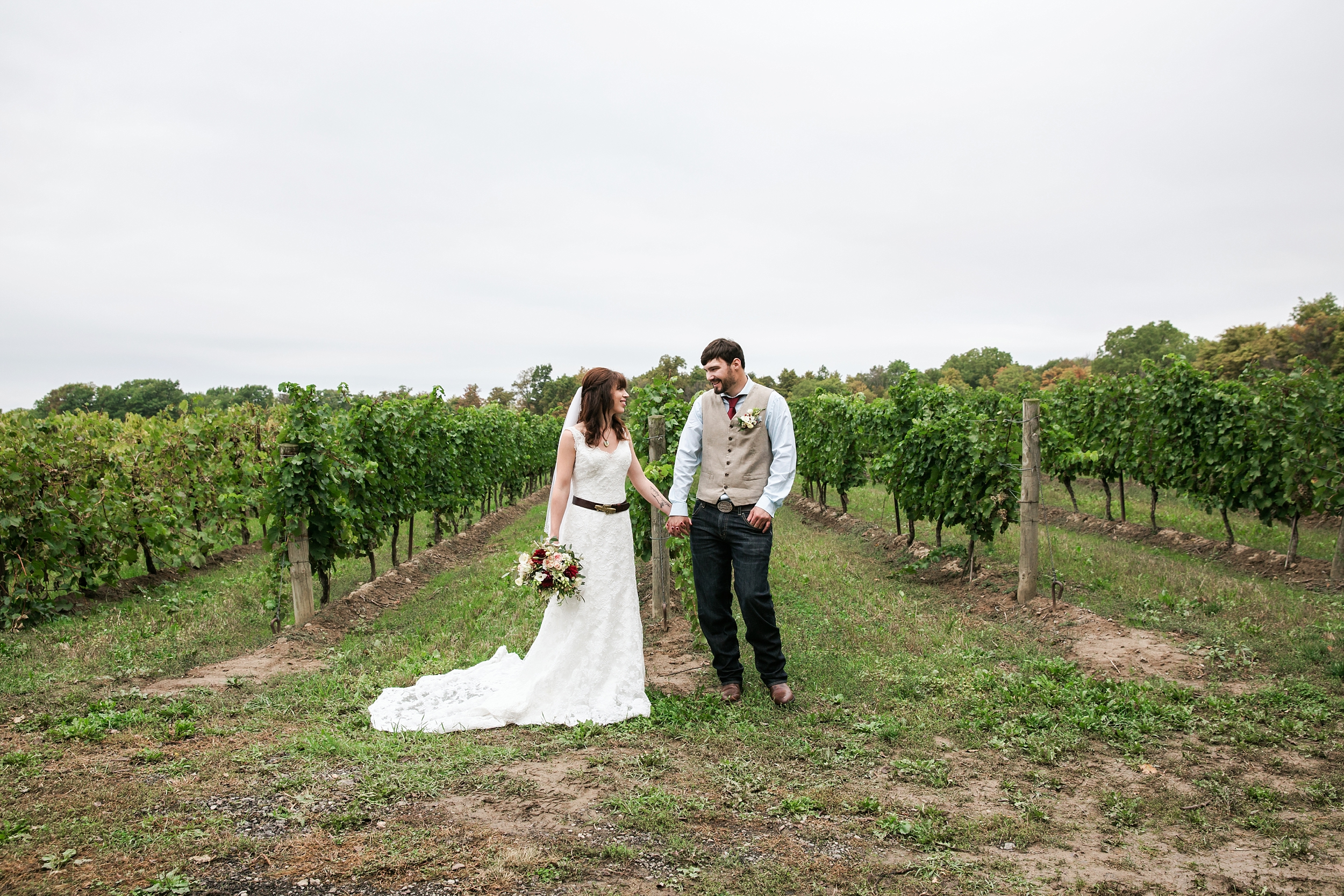 sueannstaff-winery-wedding_0044.jpg