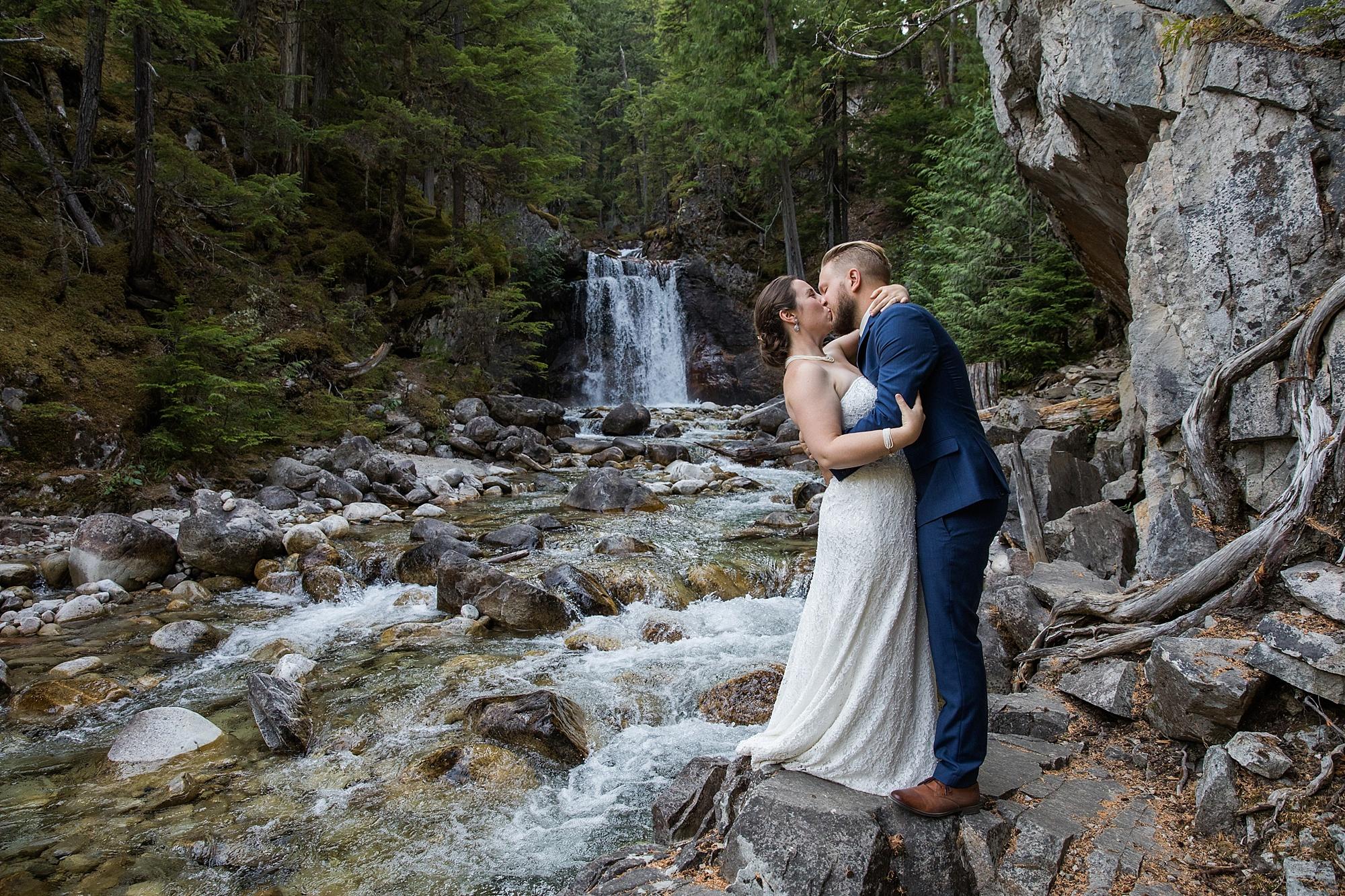 waterfall-wedding_0009.jpg
