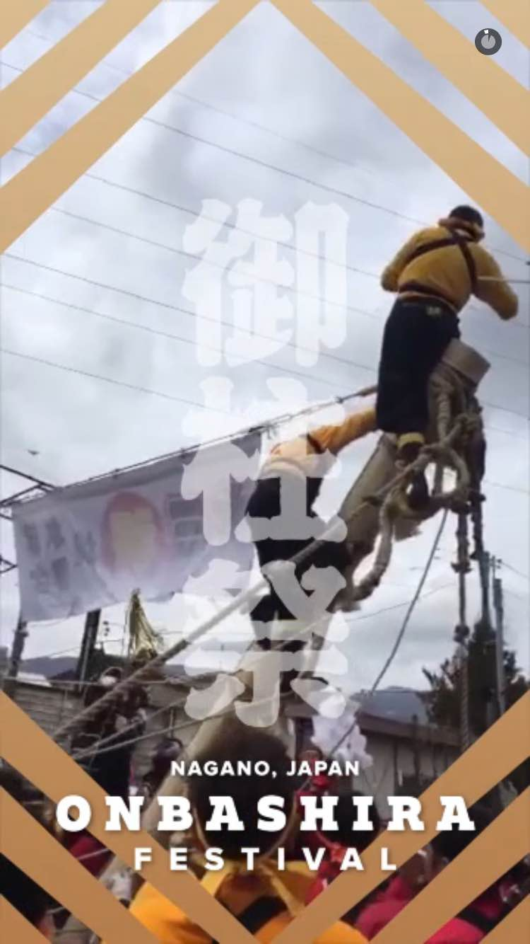 Snapchatでは、長野の御柱祭にいた人々が撮った動画集めて、Snapchat Storyを作っれていた。