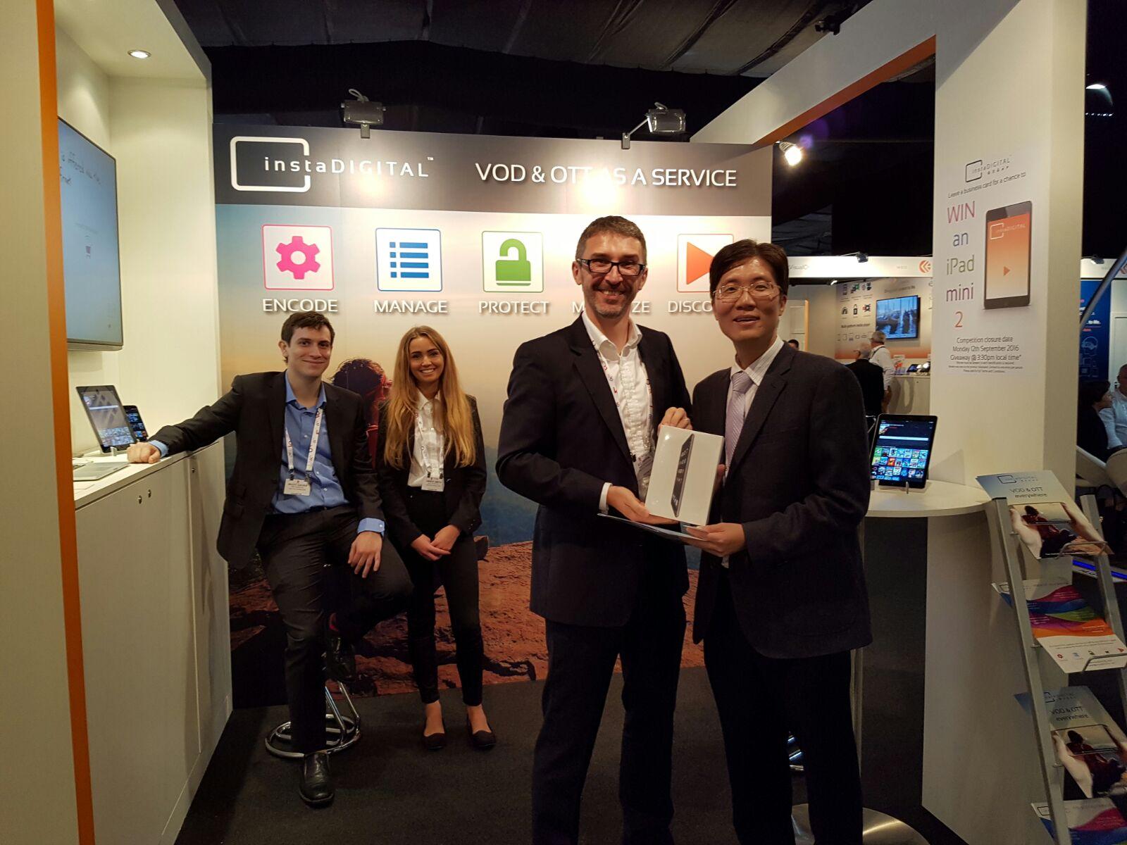 iPad give away winner at the instaDIGITAL® booth 2016