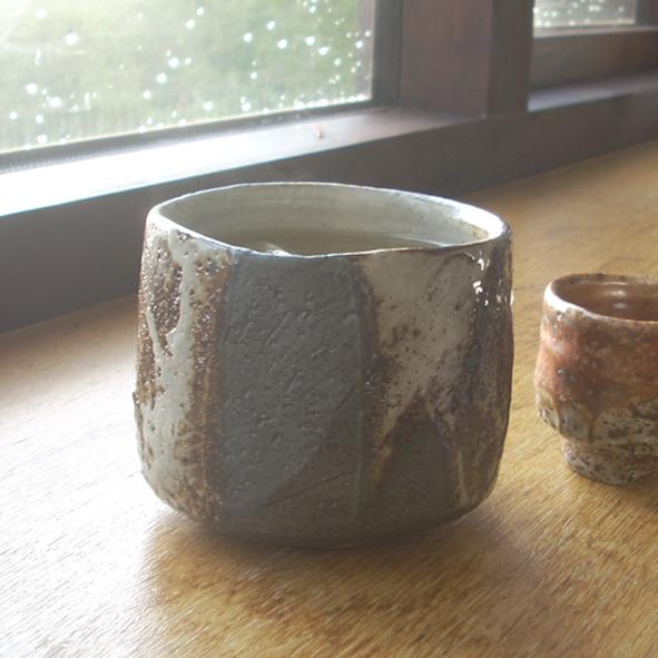 Tea bowl by Lisa Hammond
