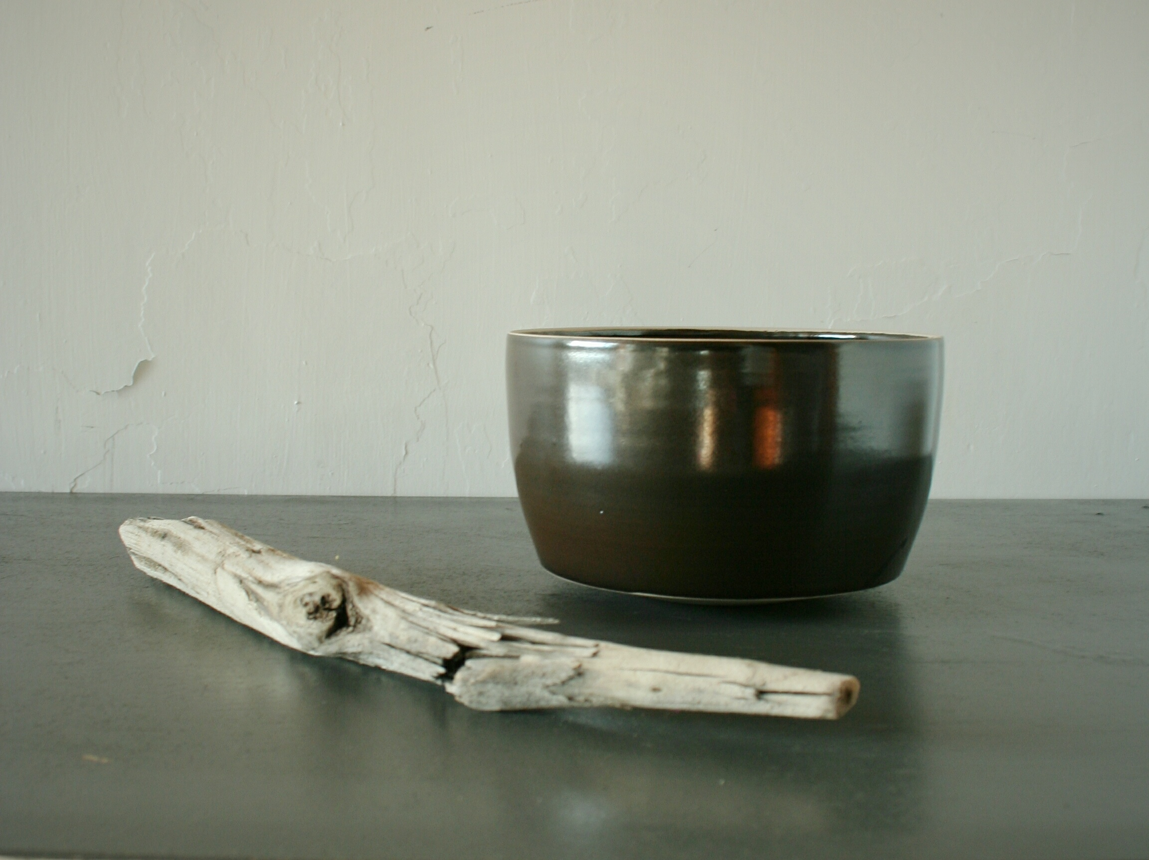 Tall serving bowl in black