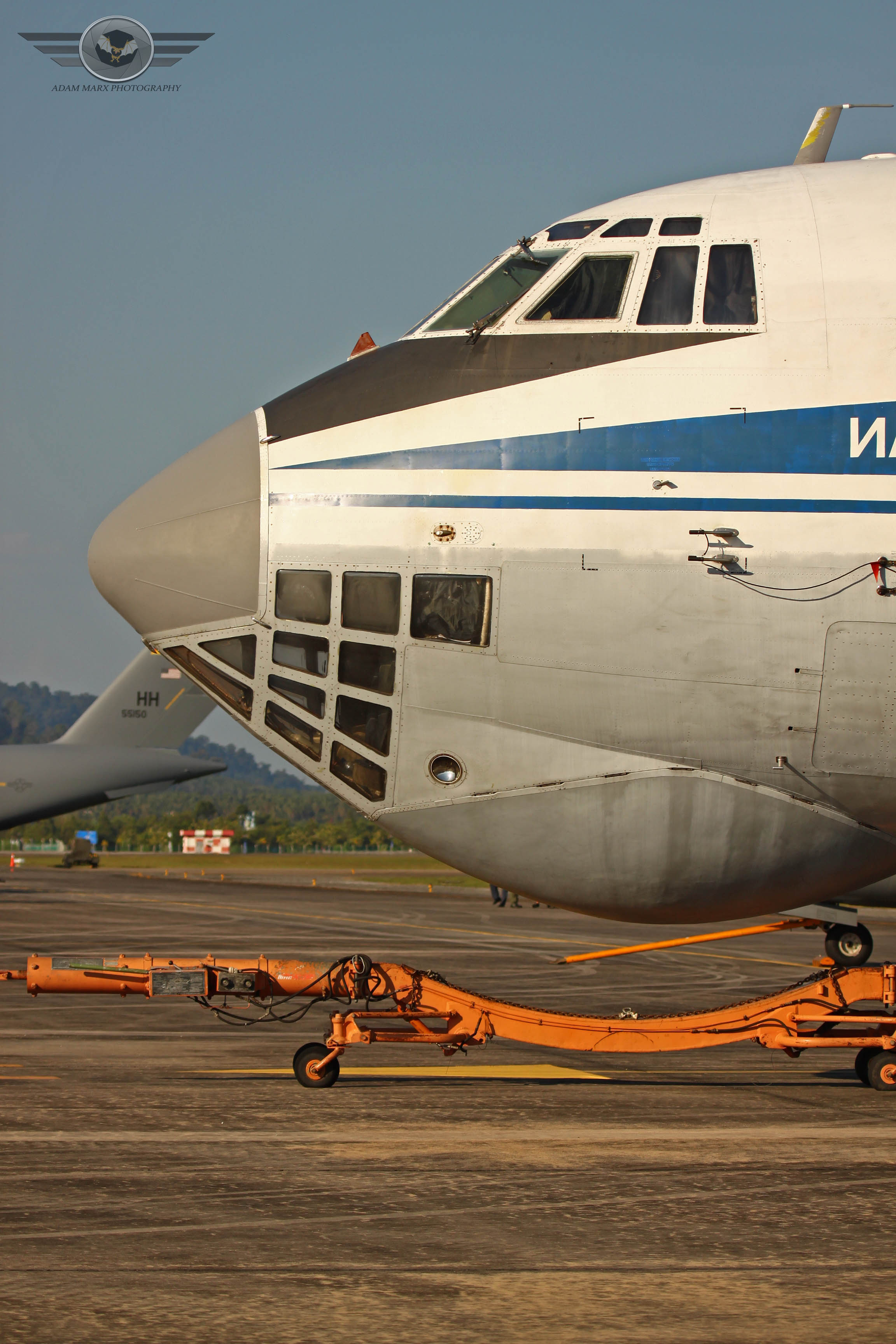 Nosebubble of the IL-76 with his own towbar.