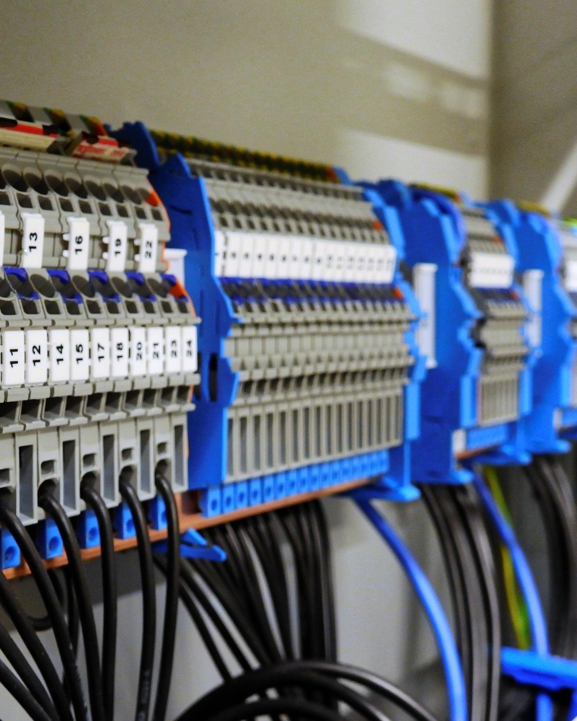 Switchgear-2069759_1920%28Pixabay%29.jpg