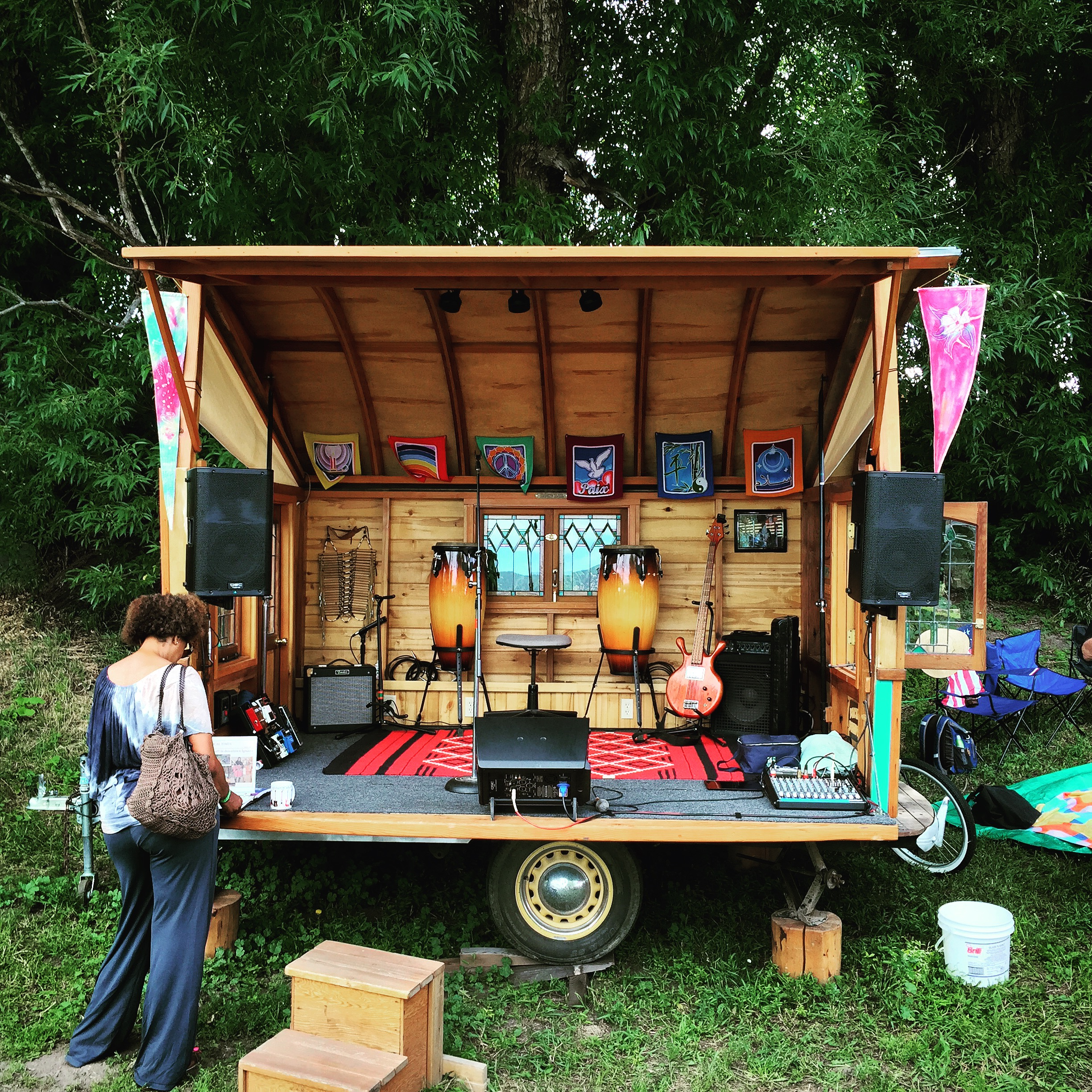 Gypsy wagon stage