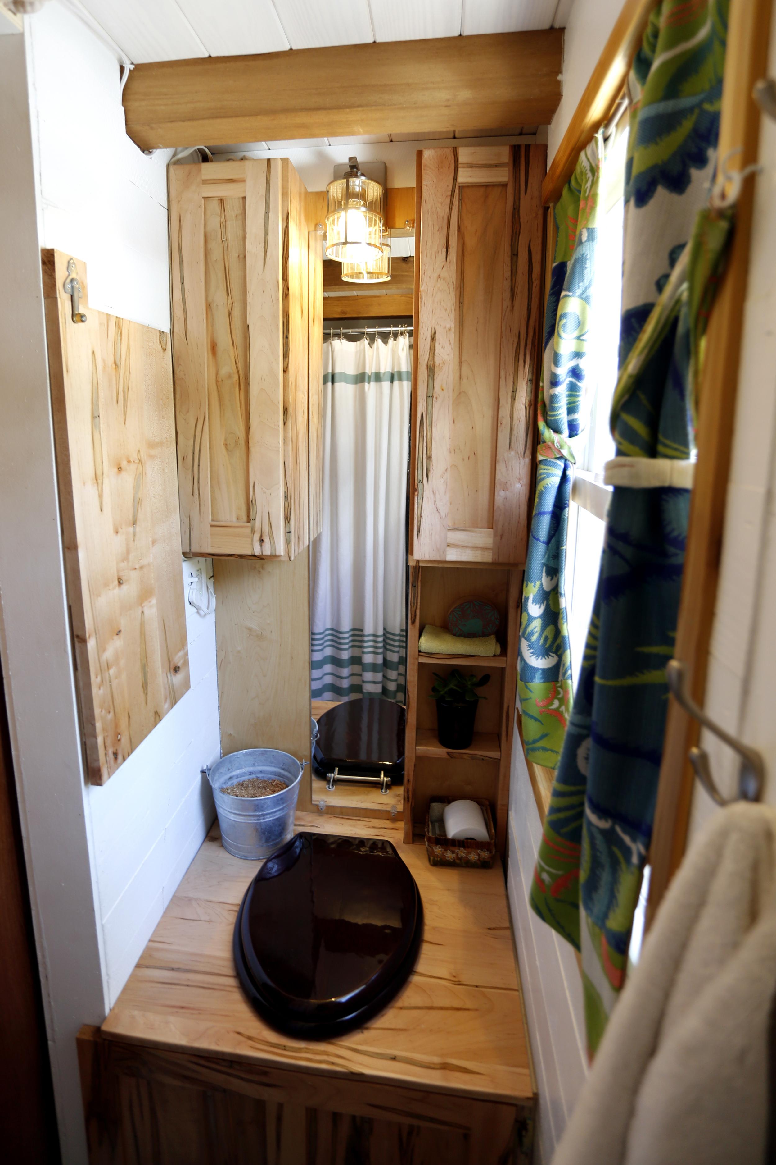 toilet_shelf_up.jpg