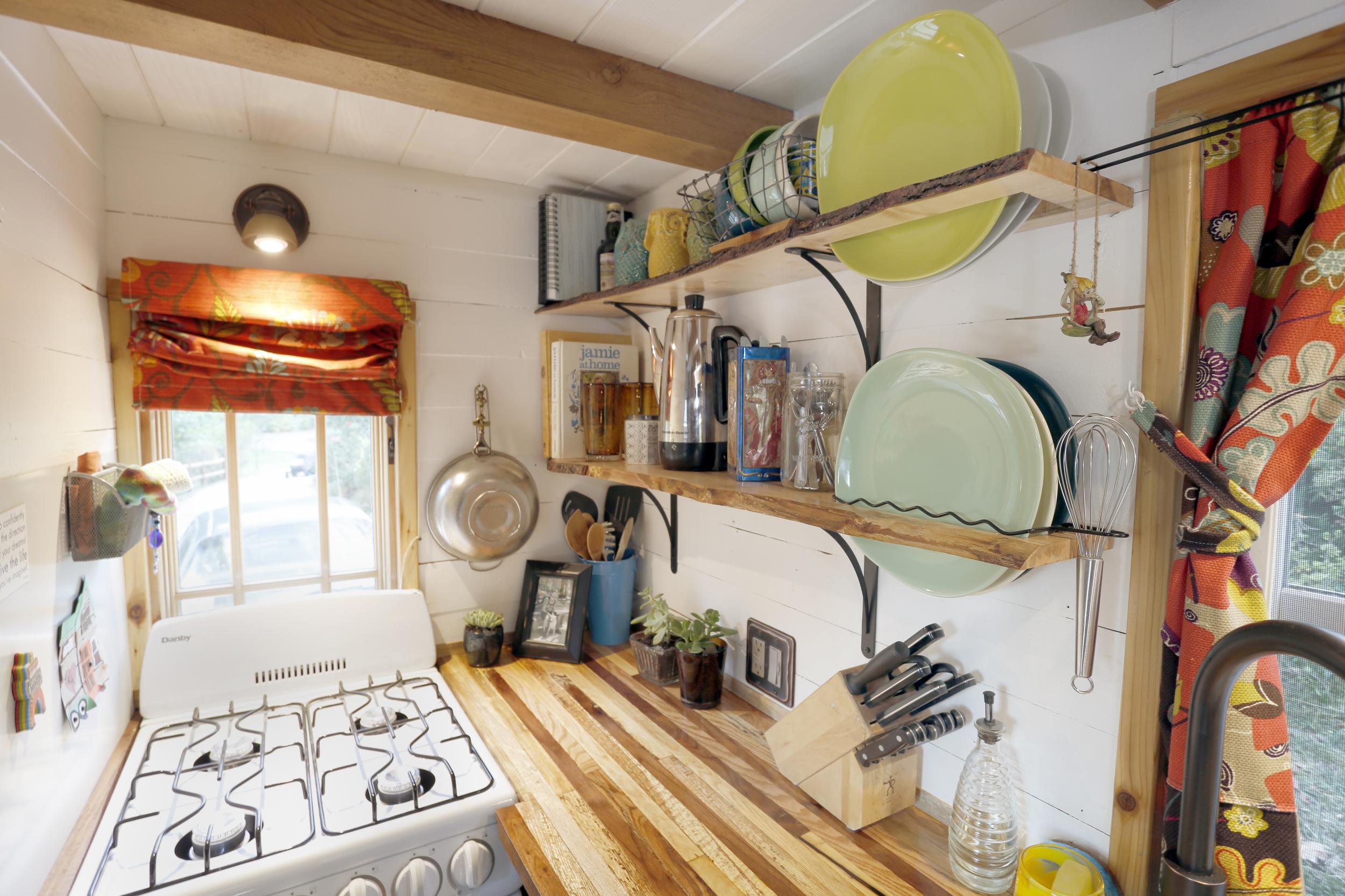 kitchen_stove_2.jpg