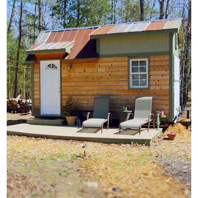 What a cutie! 😍 Wildwoods Community Farm manager, Brandon built this 16' #tinyhouse with Dad. He describes it as an incredible learning experience. It's now an Airbnb rental for those who want try tiny living in a community setting. 🏘  He now lives next door in a lovely 12' wide shed conversion tiny home. 🏡🏡 Watch tours of both—link in bio.