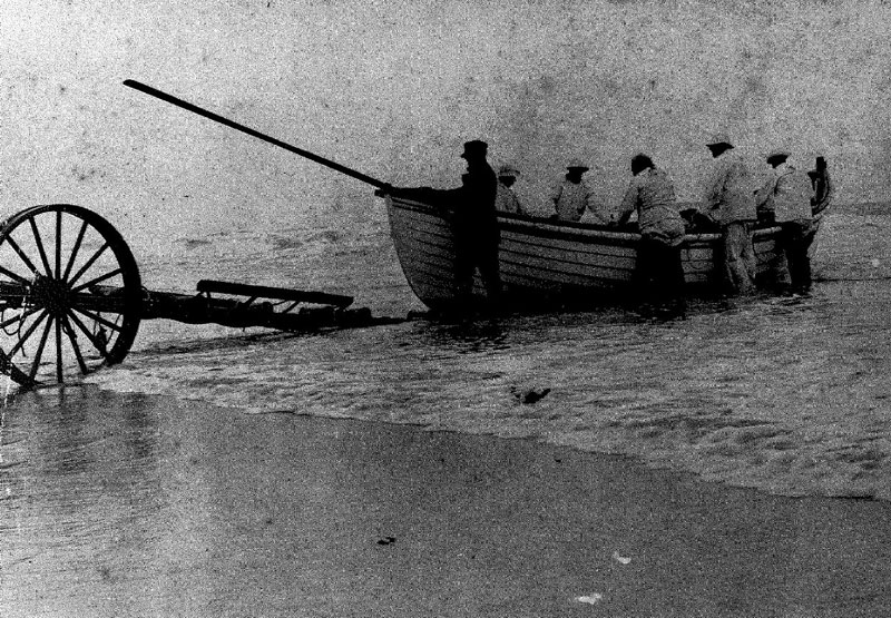 Saving boat/surf boat 1920