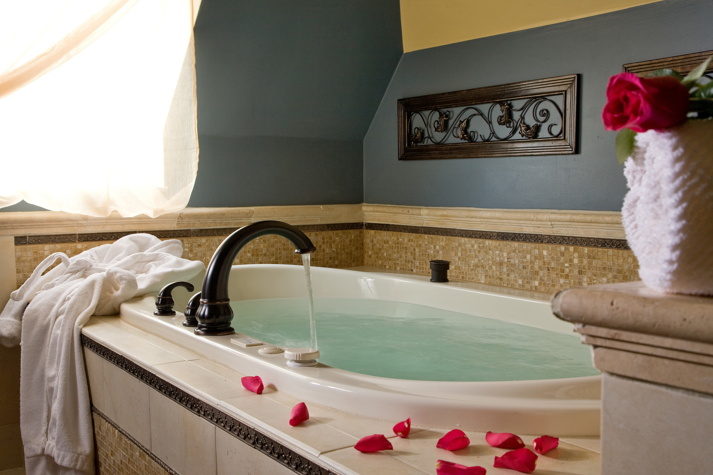 Room 7 , one of our three rooms featuring whirlpool tubs