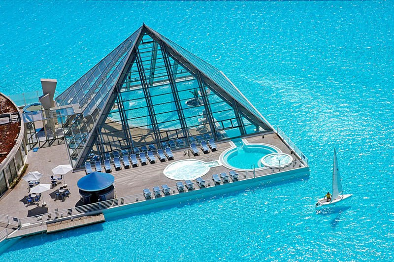worlds-largest-swimming-pool-2.jpg