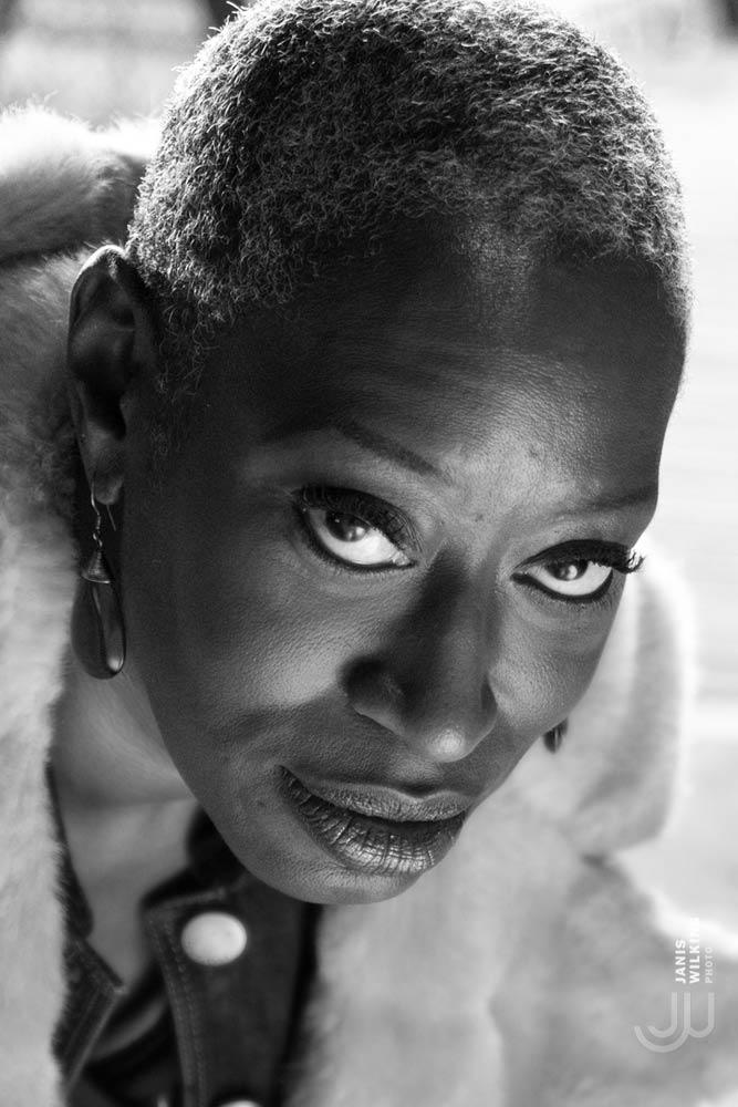 Jazz singer Lezlie Harrison