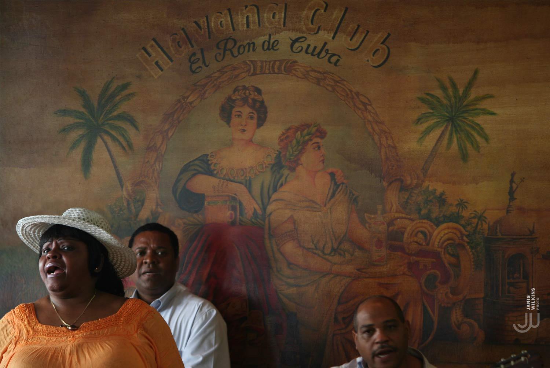 Singer in Havana