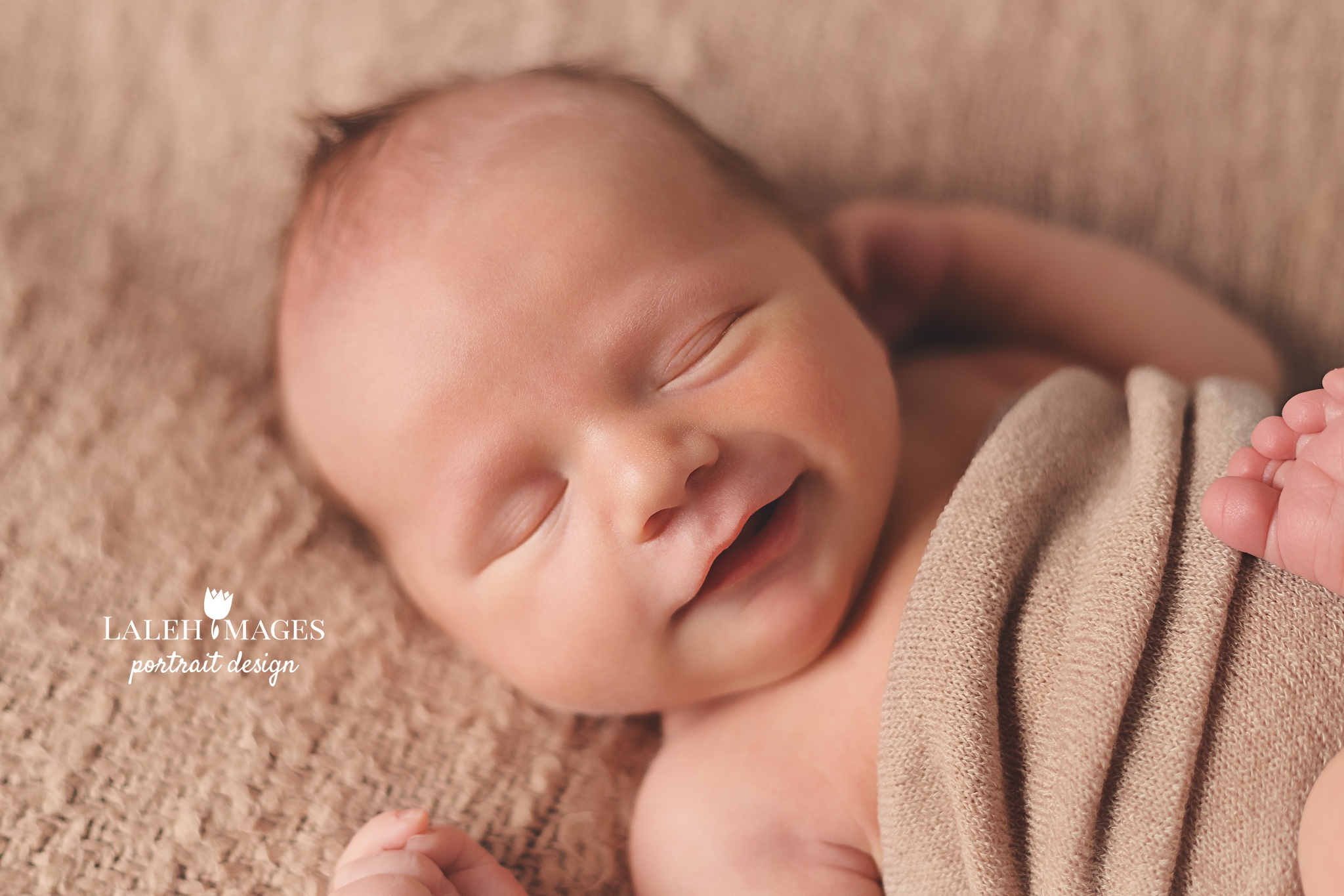 Newborn baby grin smile picture