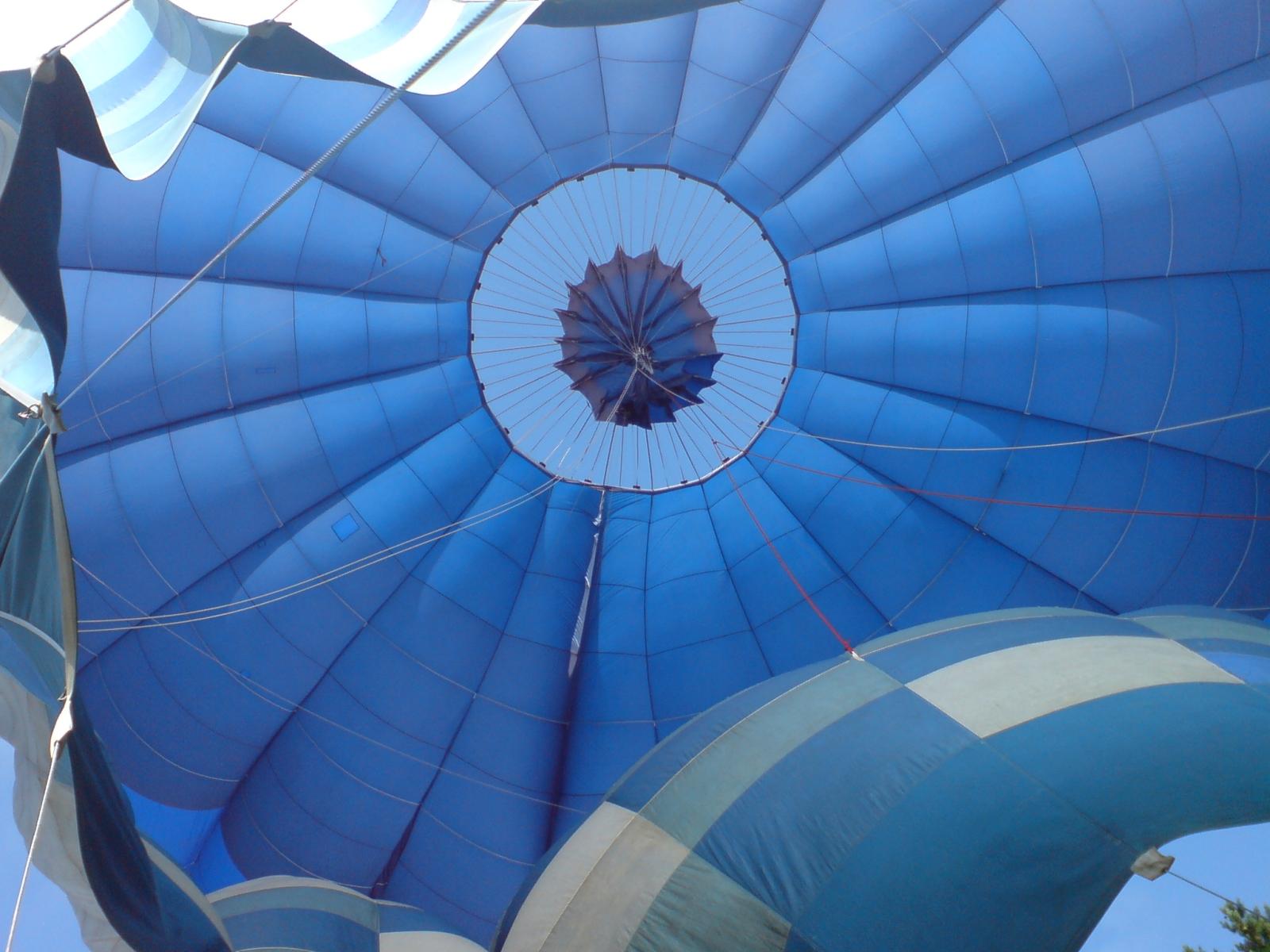 Top_Venting_Of_A_Hot_Air_Balloon.jpg