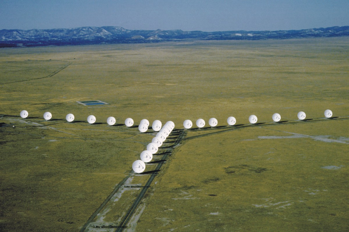 LARGE ARRAY IN SOCORRO, NEW MEXICO, TWENTY SEVEN 25M TELESCOPE IN A Y PATTERN