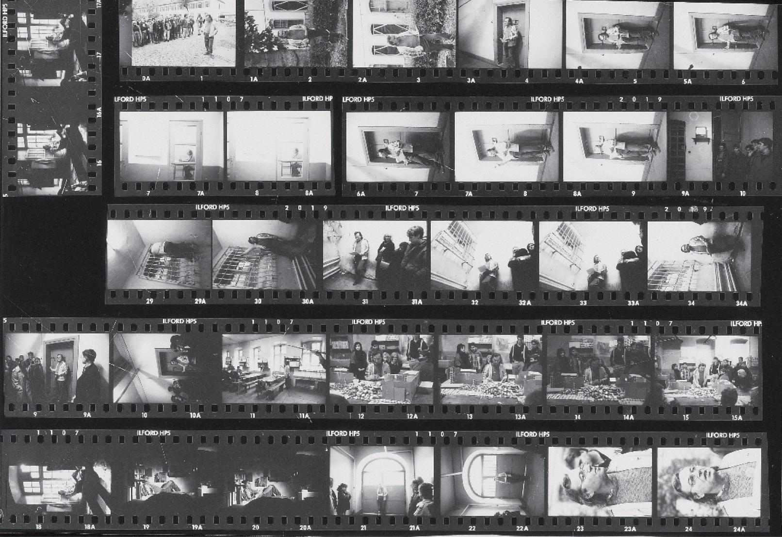 AndréPOMARATdanslescouloirs,cellules,ateliers,dortoirsetparloirsdel'anciennePrisonSainte-Marguerite(1988).Planchecontact.Photographe:EvelyneWICKY.Archives,Strasbourg.