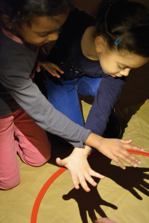 Chantier Transformation par l'Ombre et la Lumière à l'Ecole Maternelle Jacqueline mené par  Marie Wacker  et  Jenny Macquart / Janv-fév 16