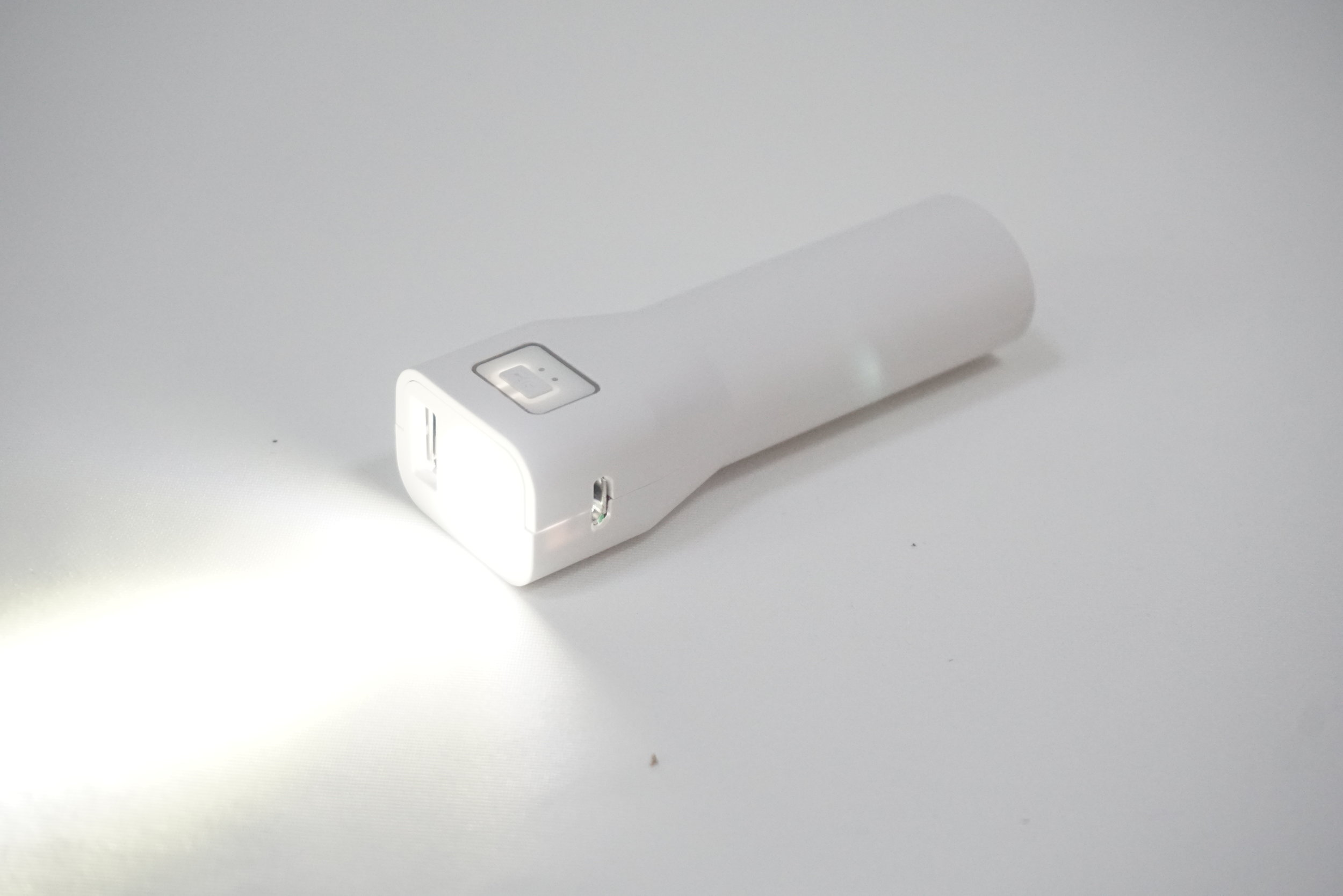 PB-165 2000 mah Powerbank with Flashlight and Cable (2).JPG