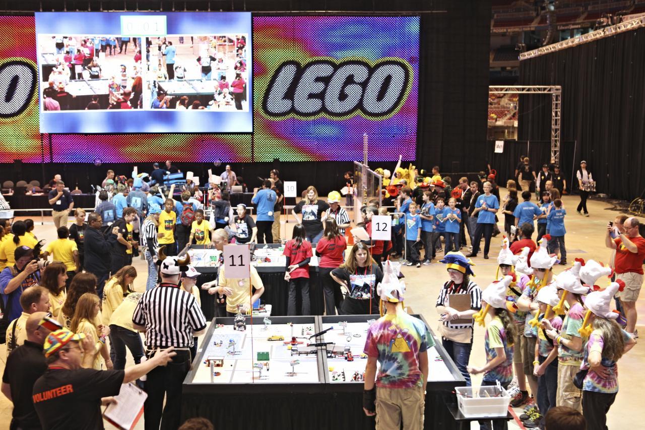 Pode receber na sua escola um torneio da First Lego League.