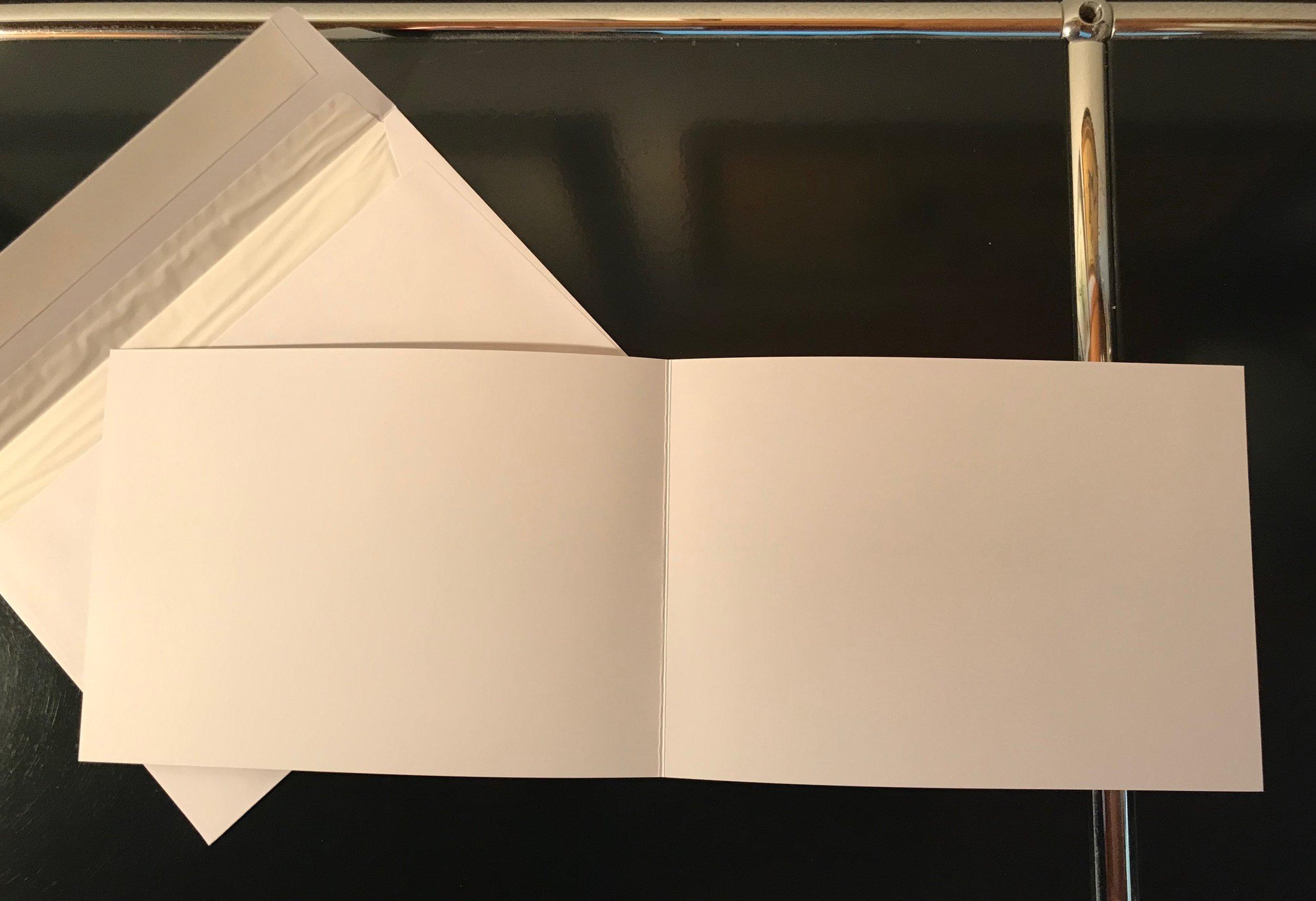 Karten A5 quer links gefalten   Einlageblatt links gefalten oder einfach  Couvert mit Seidenpapier gefüttert  mit Spitzklappe gummiert oder  mit breitem Umschlag (Haftstreifen)