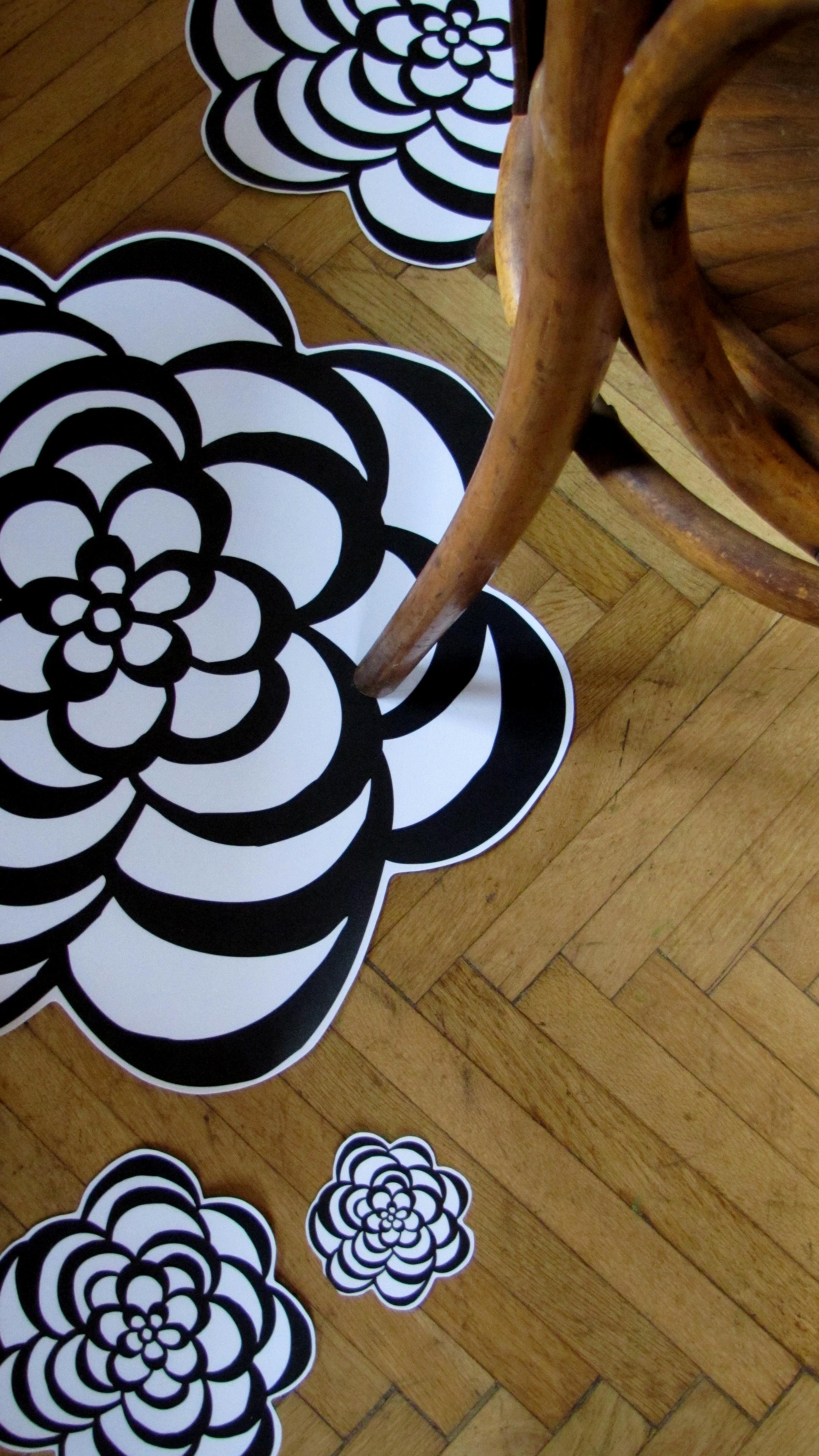 VividLiving floor flowers by SistersGulassa