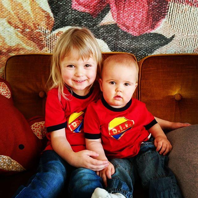 Barnen har nog aldrig varit så söta som idag ❤️ #dif #djurgården #djurgårdensif #sötnosar #älskadebarn #alltidoavsett
