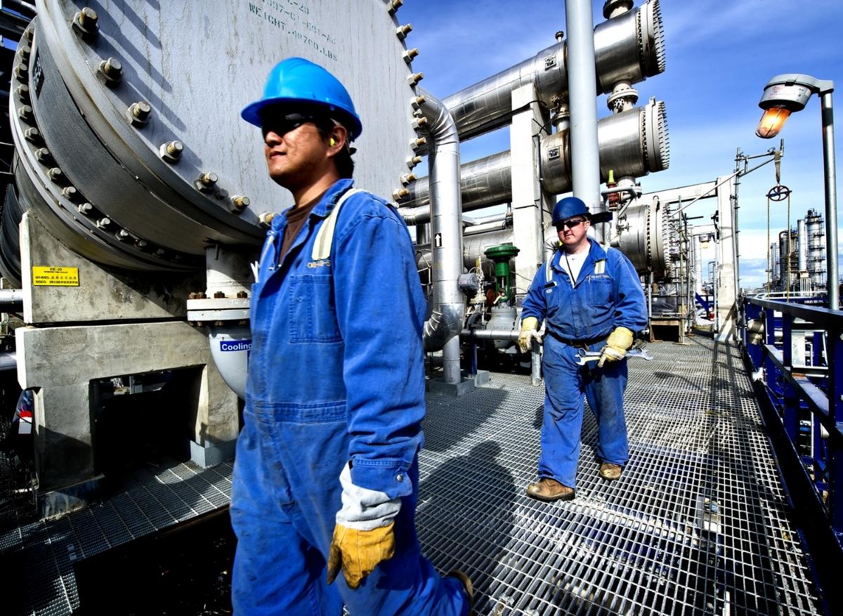 Refinery Workers-5.jpg