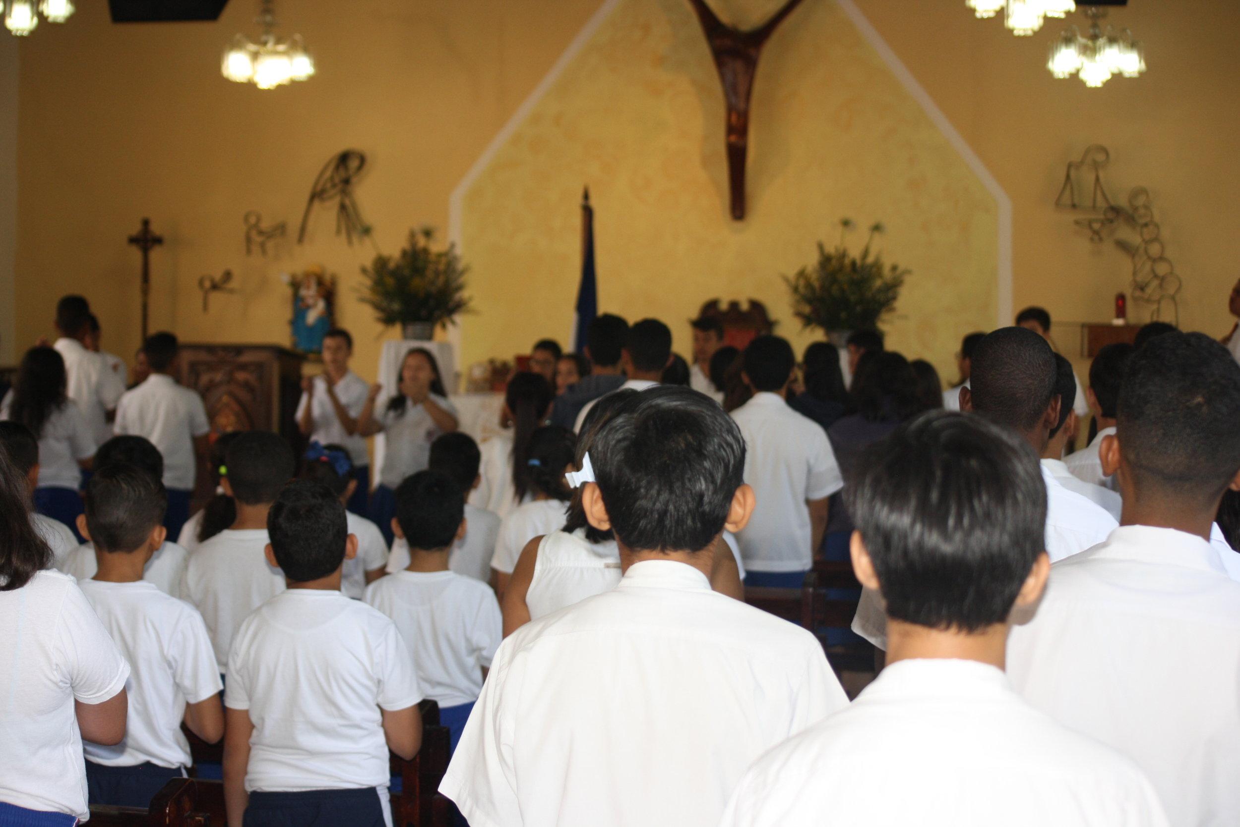 NUESTRA MISIÓN - Saint Mary's Episcopal School es una escuela 100% bilingüe que combina una educación intelectual de alto nivel con la instrucción y enseñanza de valores y principios cristianos, para lograr una formación integral en beneficio de la familia y la sociedad hondureña.