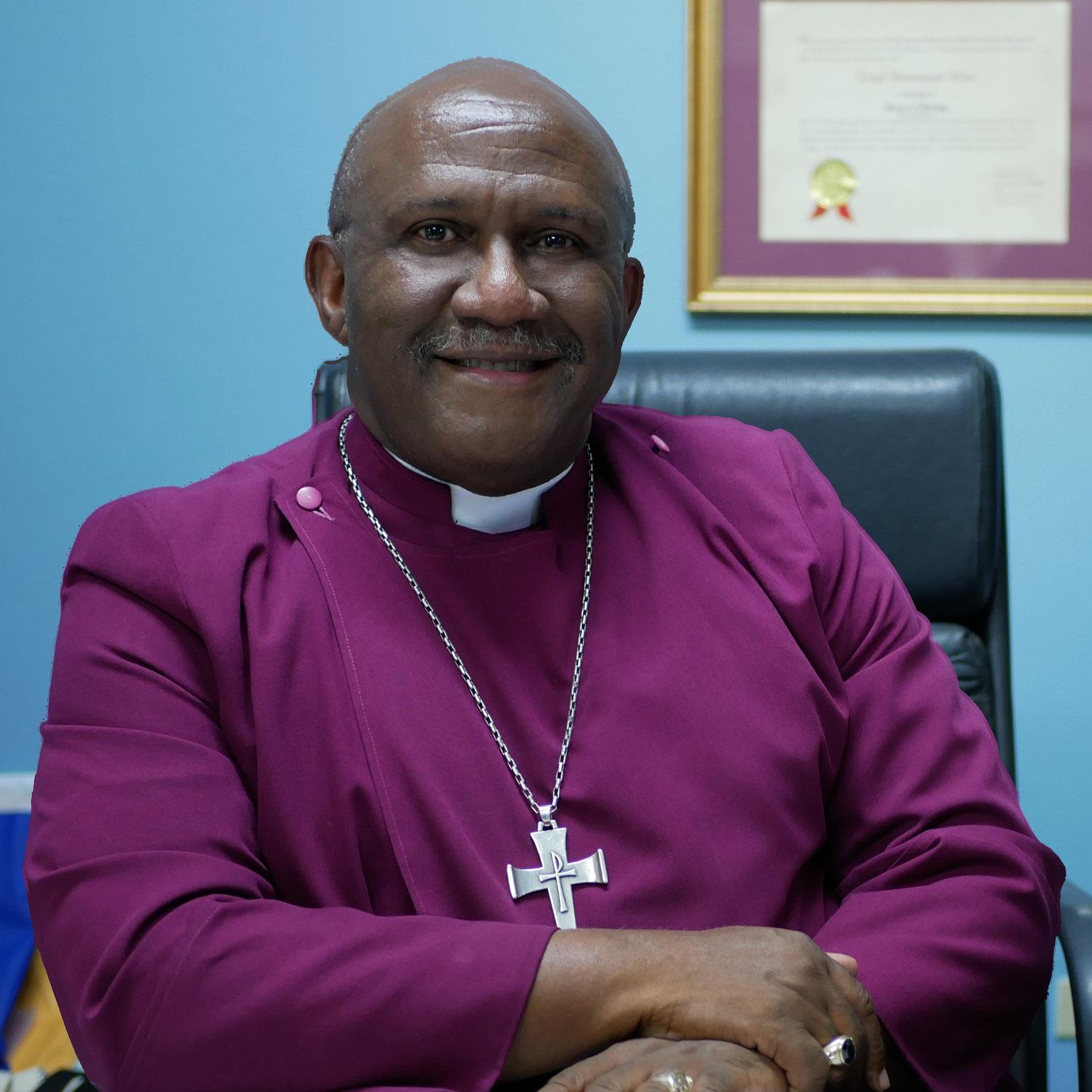 """S.E. Rvdma.Lloyd E. Allen D.D. - Rector of the Episcopal Schools of Honduras""""Como embajadores de la fe cristiana, las Escuelas Episcopales se crean para ser comunidades que honran, celebran la creación y adoran a Dios como el centro de la vida""""."""