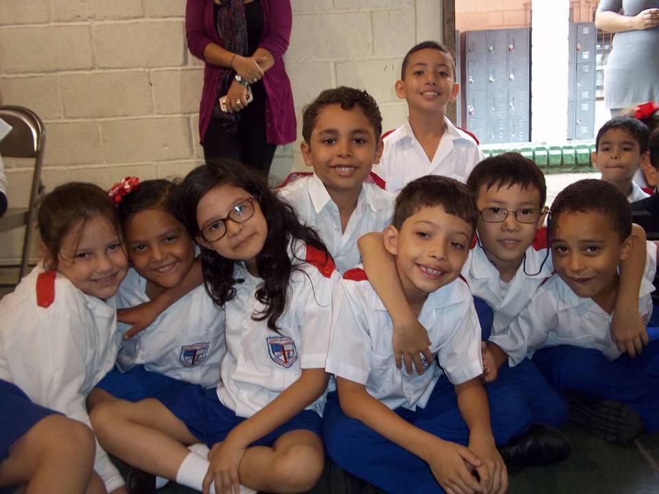 Nobleza de Carácter - Incentivamos a nuestros estudiantes para que colaboren y se apoyen durante competencias y desafíos escolares. Consideramos que la amistad y el compañerismo nos guiarán hacia un futuro mejor.