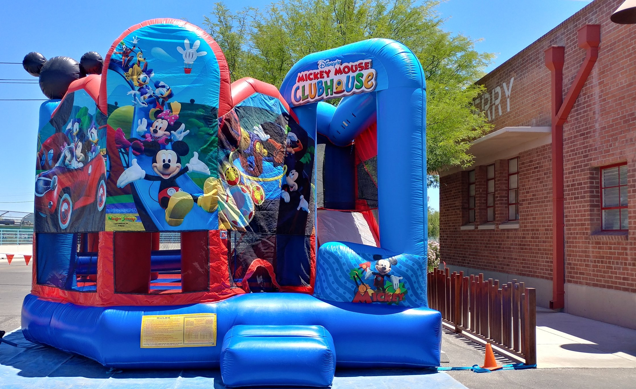 Jumping Castle at Rail Yard (15).jpg