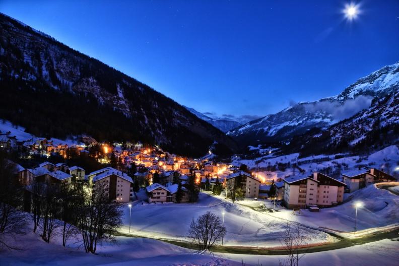 Leukerbad_Dorf_Winterabend2-me.jpg