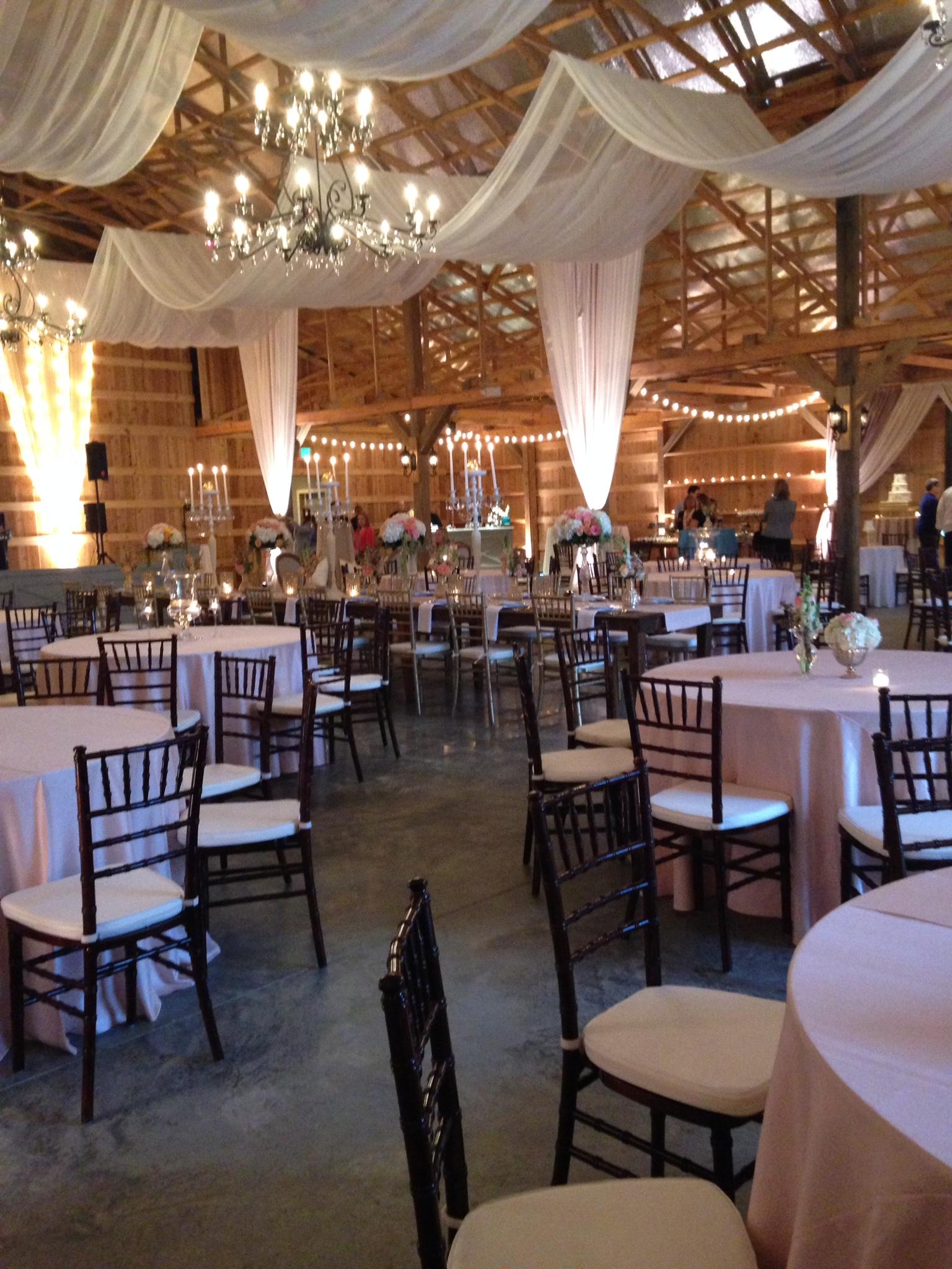 SaddleWoodsFarm-Nashville-Barn-Wedding