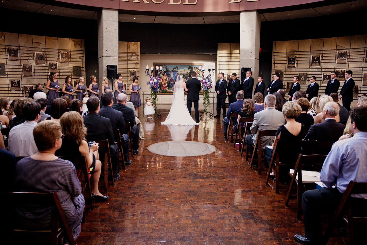 Nashville-weddings-Nashville-wedding-planner-Country-Music-Hall-of-Fame-wedding-ceremony-Rotunda.jpg