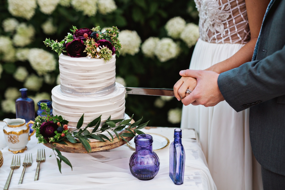 - Cake cutting is one of the sweetest moments of a wedding reception, and not just because of the icing. This song selection is one of the easiest that you'll make while planning your playlist, but that doesn't mean that it should go undone or unnoticed. I've put together a quick list of our most requested music for the cutting of the cake, and compiled them below for you to browse through. Turn up the volume and invite in all of the sweetest, richest, dreamiest dessert vibes..!