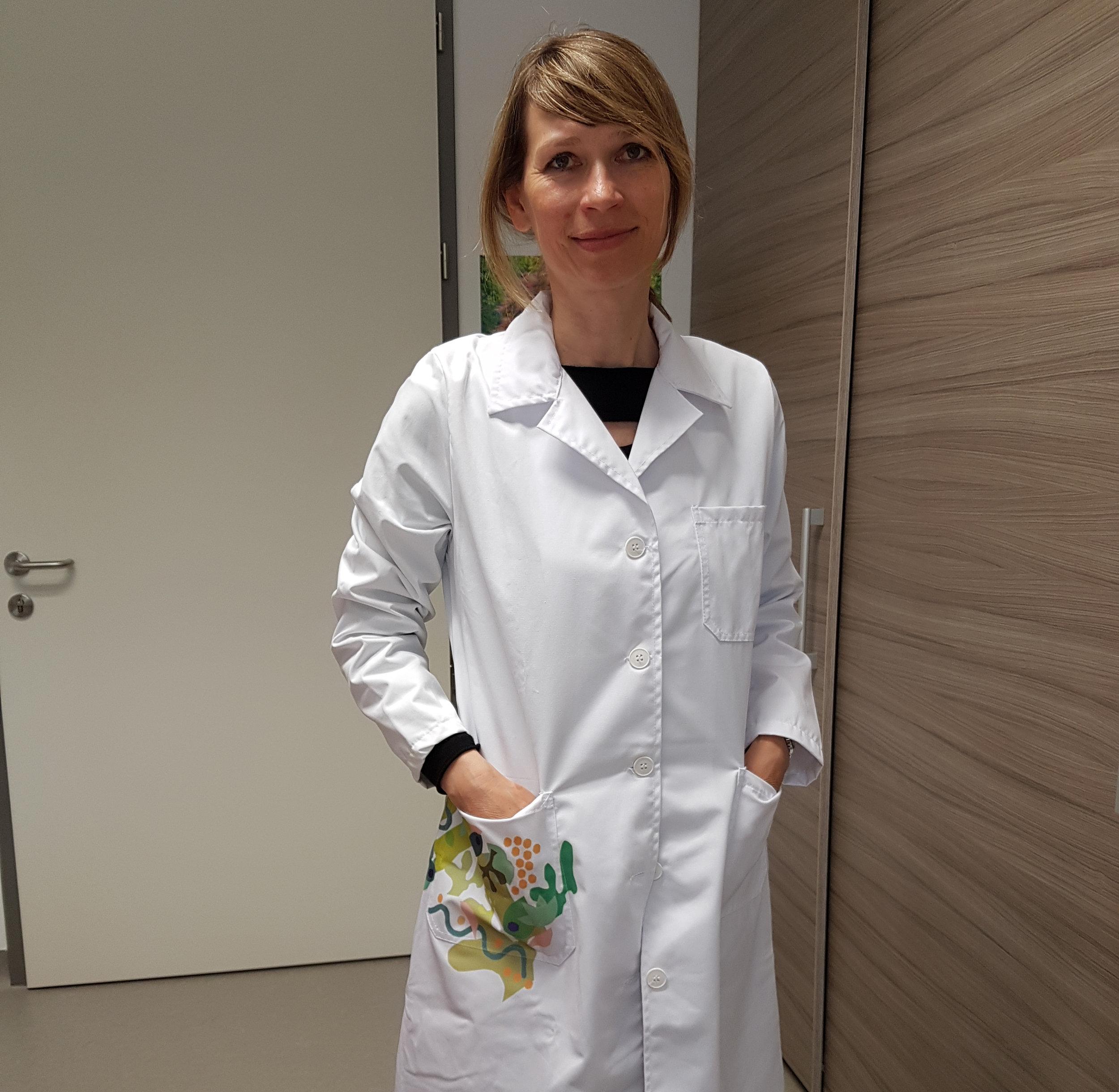Prof. dr. Mateja Erdani Kreft:  Prvi prejemnici halji sta prof. dr. Mateja Erdani Kreft in raziskovalka Taja Železnik Ramuta iz Medicinske fakultete.