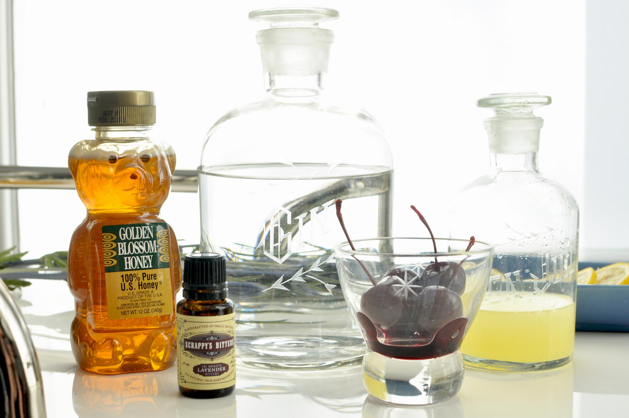 BEE'S KNEES RECIPE AUSTIN BAR GLASSES GIN DECANTER