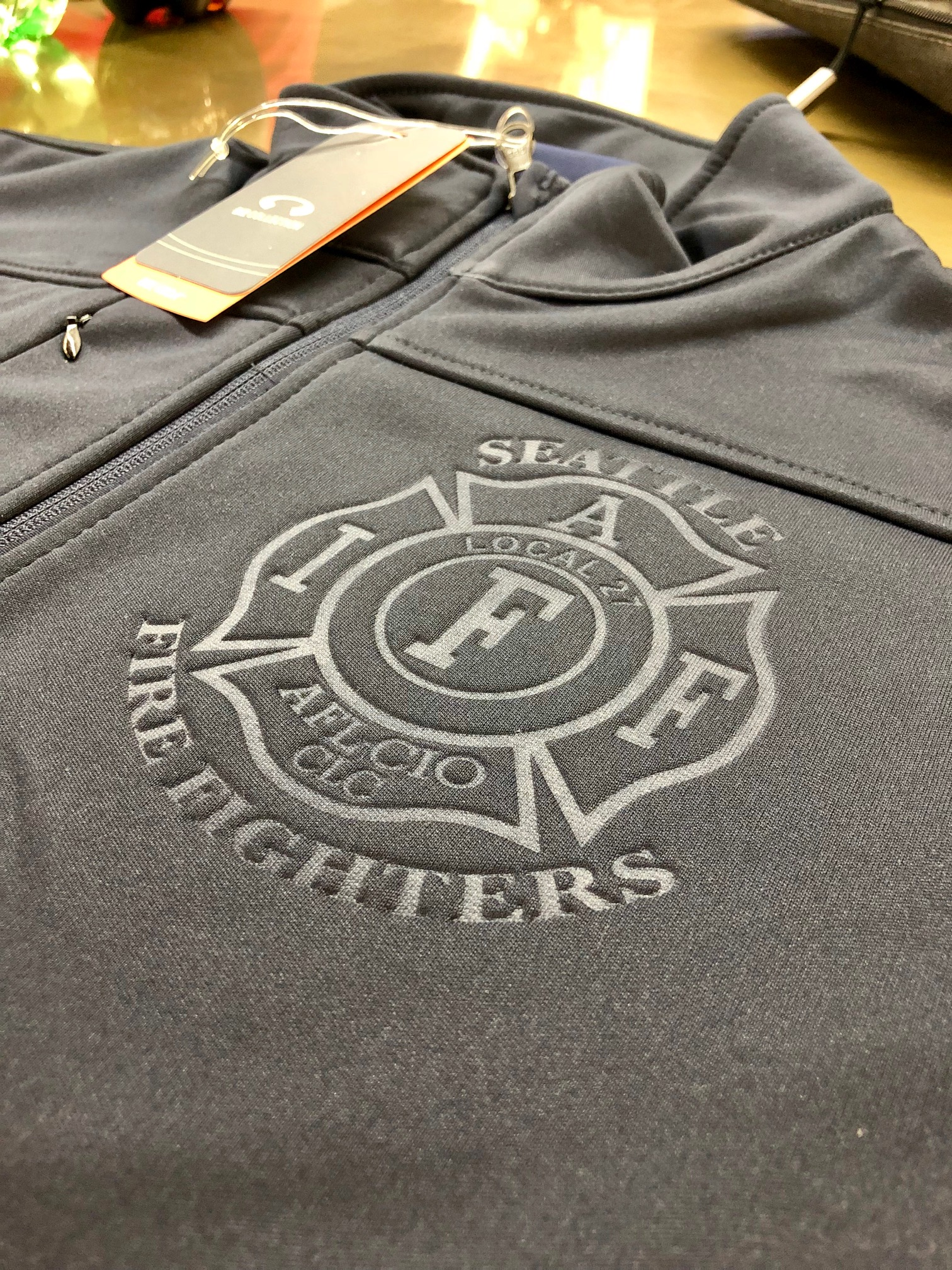 logounltd_laser_etching_embroidery_screen_printing_corporate_apparel_uniform_custom_tshirts_uniforms_dye_sublimation_kirkland_bellevue_seattle_redmond_branded_merchandise_promotional_products (5).jpg