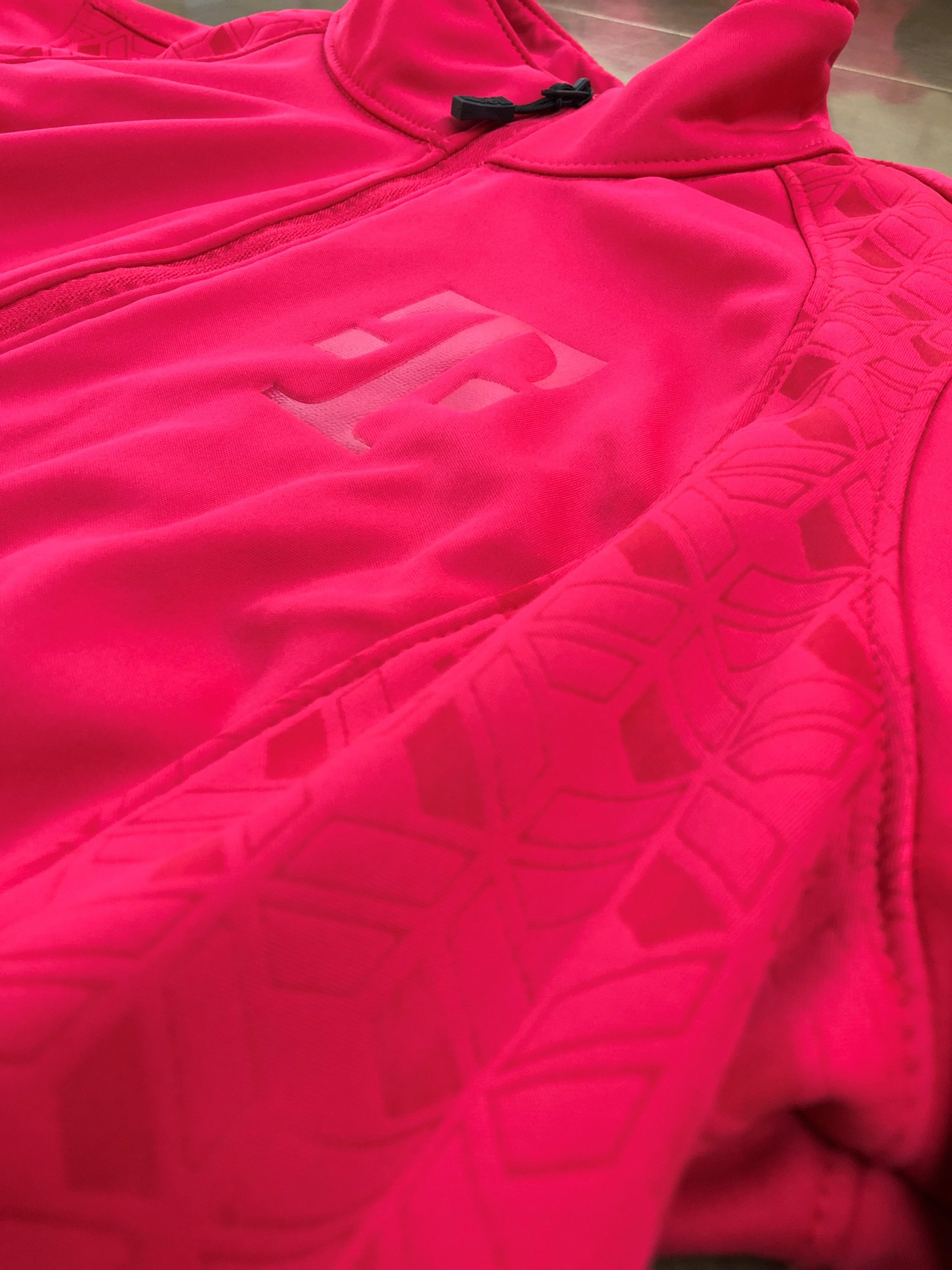 logounltd_laser_embroidery_screen_printing_apparel_uniform_custom_tshirts_kirkland_bellevue_seattle_redmond_branded_merchandise_promotional_products_logo_unltd_t_mobile_Tuesday_tmobile_un_carrier_magenta_5G_john_legere (1).jpg