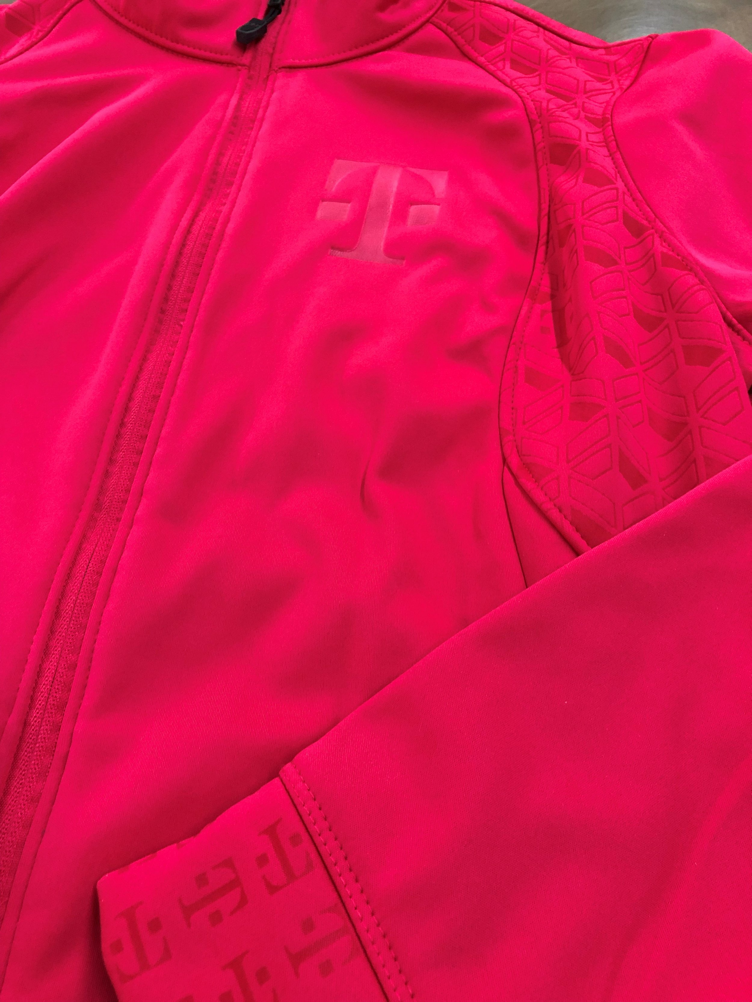 logounltd_laser_embroidery_screen_printing_apparel_uniform_custom_tshirts_kirkland_bellevue_seattle_redmond_branded_merchandise_promotional_products_logo_unltd_t_mobile_Tuesday_tmobile_un_carrier_magenta_5G_john_lege (31).jpg