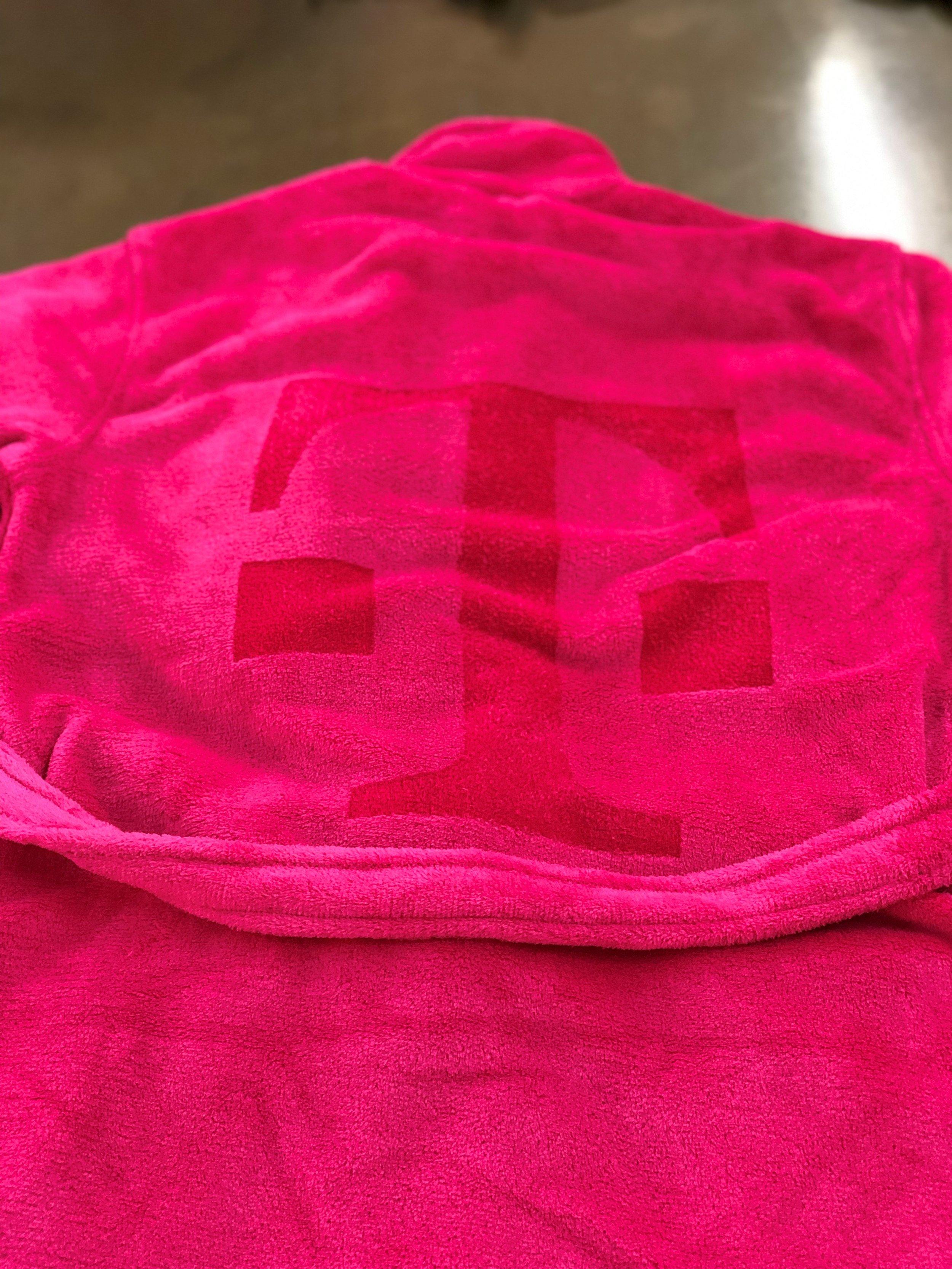 logounltd_laser_embroidery_screen_printing_apparel_uniform_custom_tshirts_kirkland_bellevue_seattle_redmond_branded_merchandise_promotional_products_logo_unltd_t_mobile_Tuesday_tmobile_un_carrier_magenta_5G_john_lege (11).jpg