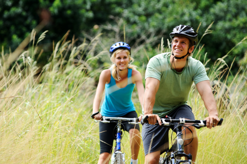 mountainbike couple outdoors