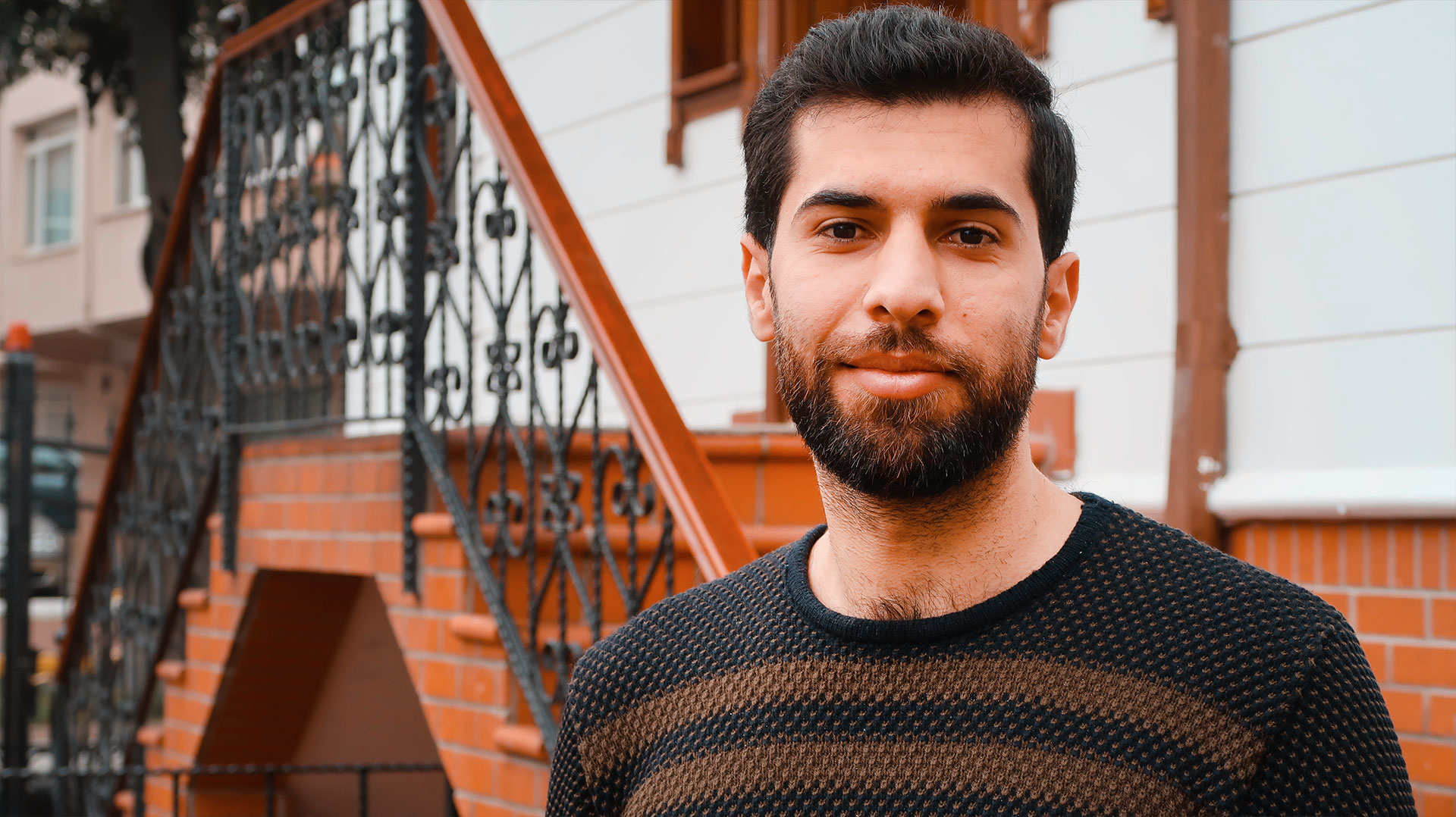 Mustafa Alassaf is from Hama, Syria. He graduated from the Faculty of Architecture from Homs University in 2015 and then taught architecture at Hama University. He also worked as a volunteer with non-profit organizations that aid internally displaced people in Syria. At the end of 2016, Mustafa moved to Turkey. He believes that everyone has a creative seed inside them and the right to receive adequate education. In his free time, Mustafa loves adventure, discovering new things, running, and riding in cars.