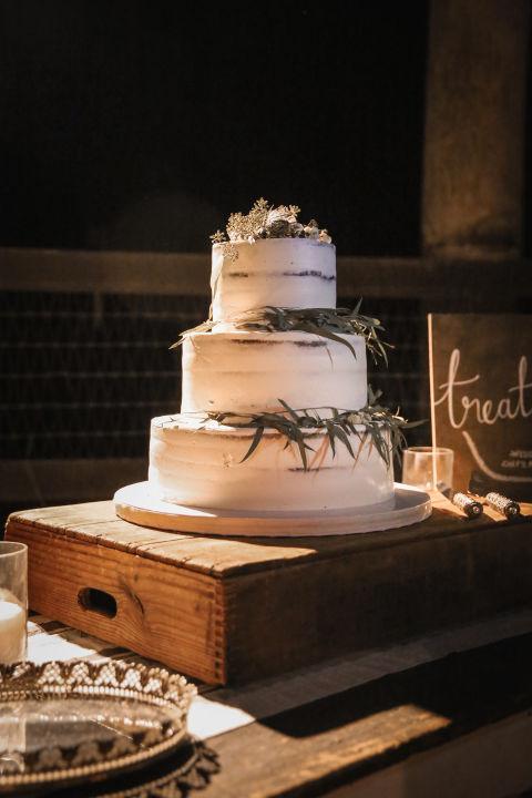whispering-rose-ranch-wedding-cake.jpg