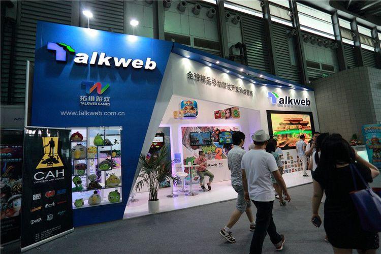 CAH+Talkweb   Talkweb's booth at ChinaJoy represented CAH, too!