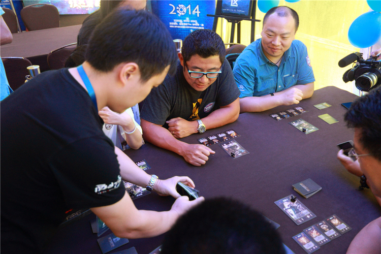 Warm Up Game   CAH CEO James Zhang plays the Relics of the Gods tabletop card game with Seasun Entertainment CEO Zou Tao.