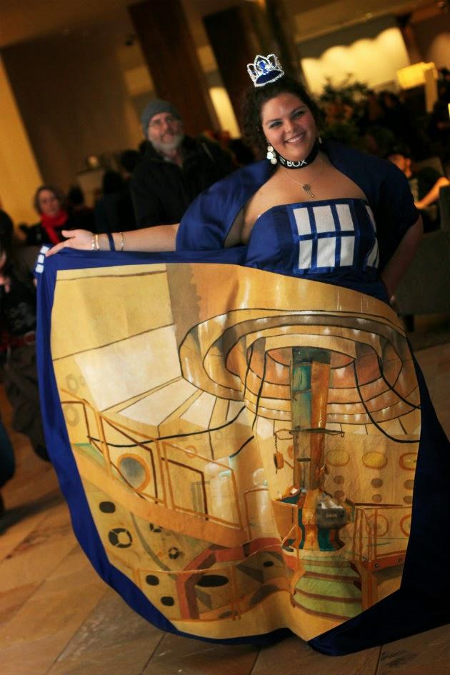 TARDIS-Cosplay-1.jpg